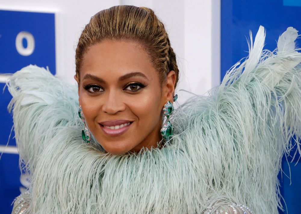 """5. Beyoncé: """"Queen B"""" no podía dejar de estar en la lista. Se sabe que la cantante es """"influencer"""" de estilo a partir de sus videos, """"looks"""" de concierto y tenidas de alfombra roja. (Foto: EFE)"""