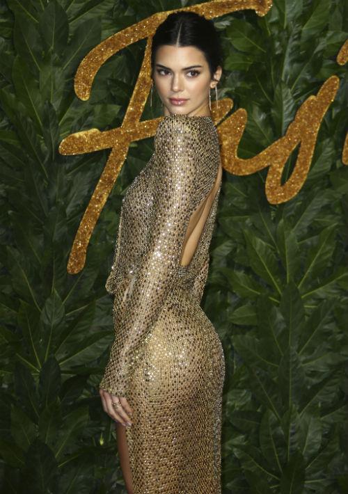 La modelo Kendall Jenner vistió de Julien McDonald. (Foto: AP)