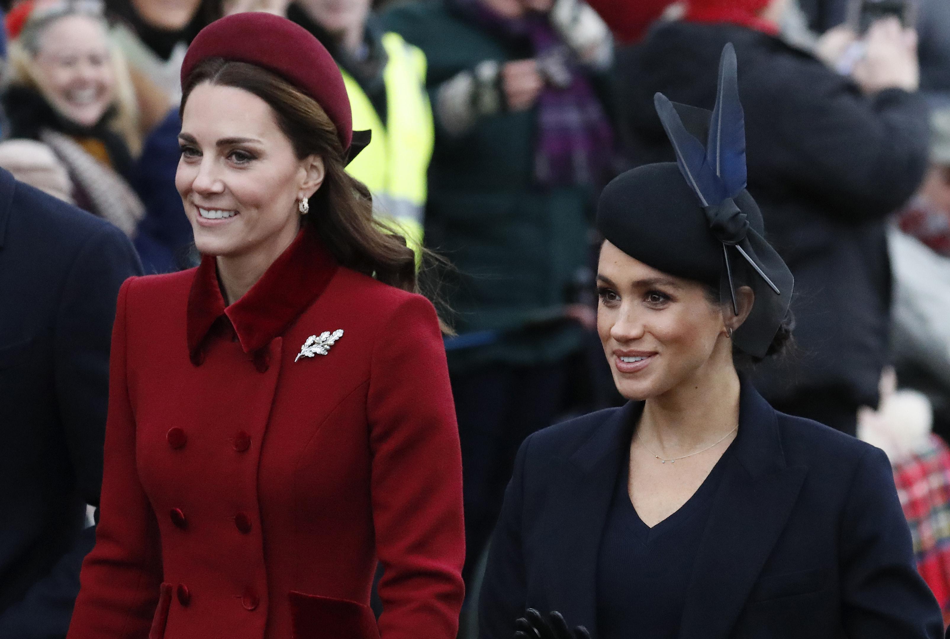 El 25 de diciembre de 2018, los duques de Sussex se unieron a la familia real para celebrar la Navidad en la tradicional misa en St. Mary Magdalene Church, en Sandringham. Se vio a Meghan y Kate compartir, lo que disipó los rumores de una supuesta rivalidad y difícil relación entre ambas. (Archivo)