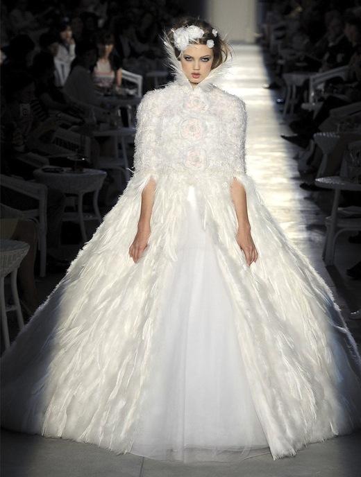 El vestido de novia era una de las prendas de vestir más esperadas en las colecciones diseñadas por Karl Lagerfeld. (Foto: Servicios combinados)