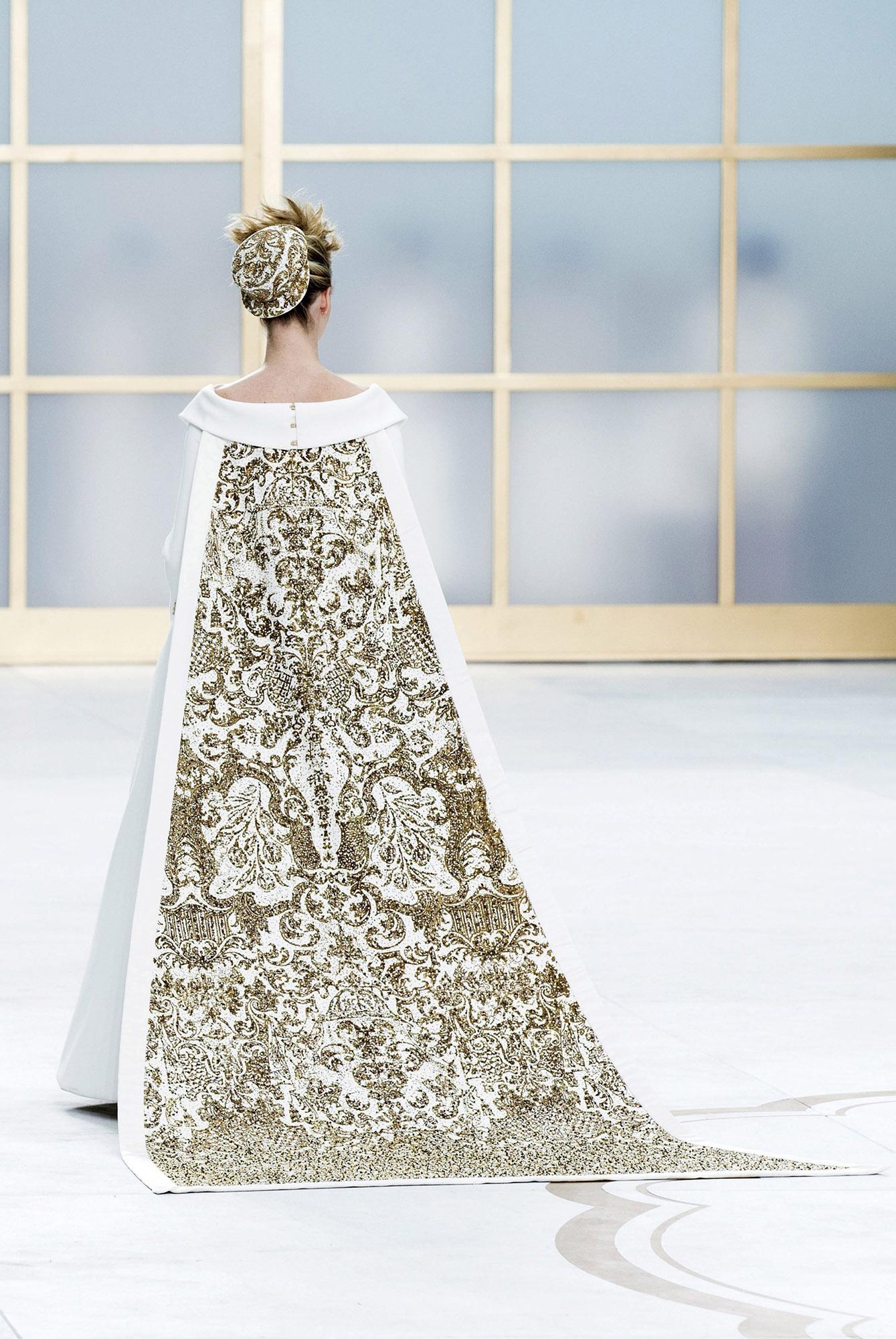 Los vestidos de novia diseñador por Lagerfeld nunca fueron totalmente tradicionales. (Foto: EFE)