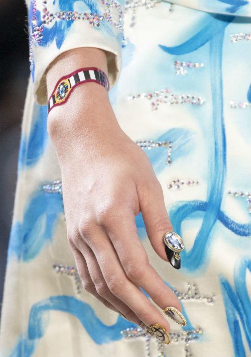 Con todo, el blanco puro, como una vuelta al minimalismo en uñas cortas y pulcras, serán una oda a la feminidad. (Foto: WGSN)