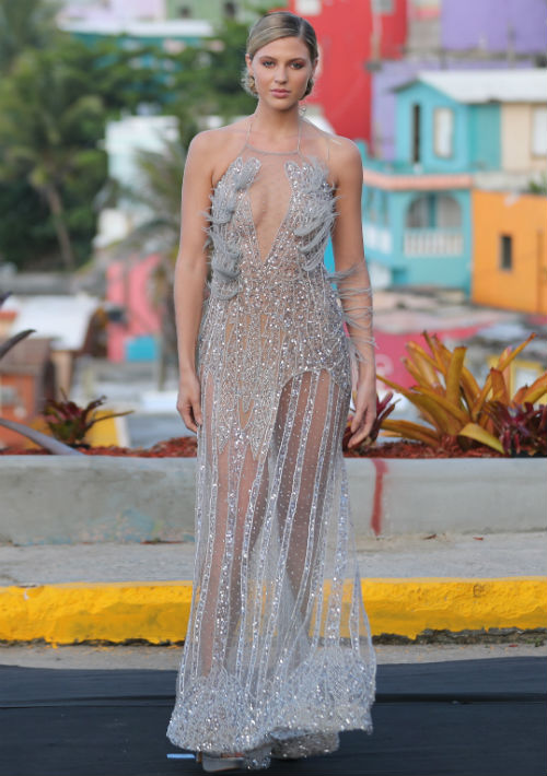 Las faldas asimétricas y escotes profundos dieron un aire sensual a algunas piezas. (Foto: Juan Luis Martínez)