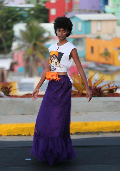 El colorido y la belleza natural que se aprecia cuando se observa a lo lejos la comunidad de La Perla en Viejo San Juan se unió al estilo de Nolasco. (Foto: Juan Luis Martínez)