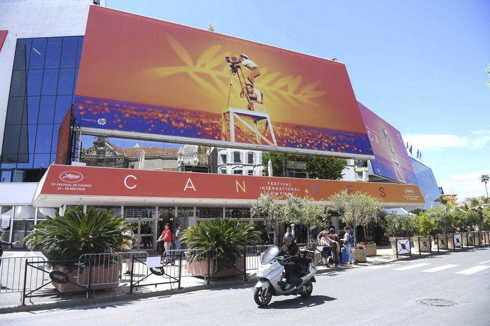 El Palacio de los Festivales de Cannes reunió el martes 14 de mayo a un abanico de figuras del cine mundial, quienes desfilaron por la alfombra roja, en el marco de la apertura del Festival internacional de cine. (Photo by Arthur Mola/Invision/AP)