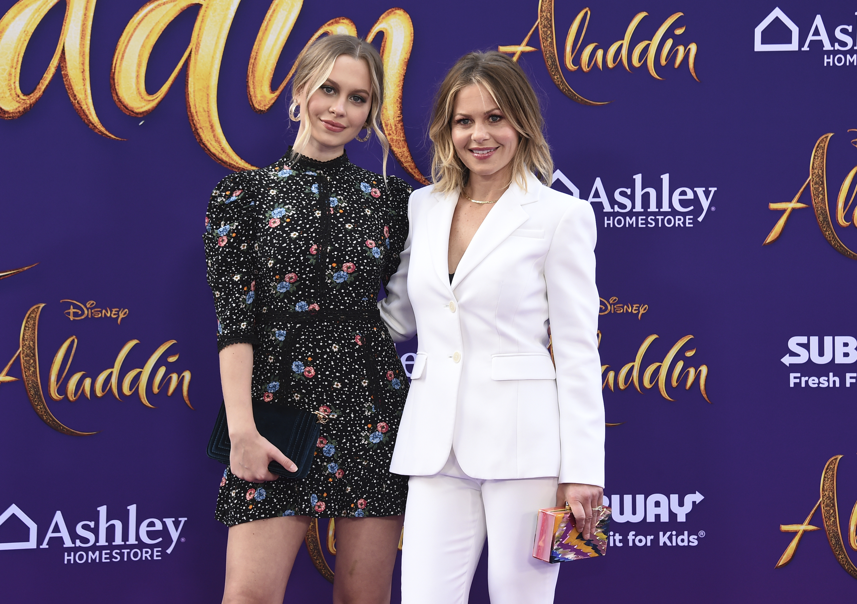 """Candace Cameron Bure llegó con su hija  la noche de estreno de """"Aladdin"""", en Los Ángeles.(Photo by Jordan Strauss/Invision/AP)"""