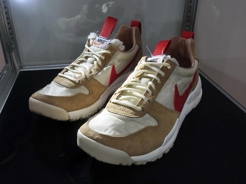"""El estilo """"Tom Sachs X Nikecraft Mars Yard 2012"""" formará parte de la subasta que se extiende hasta el 23 de julio. (AP)"""