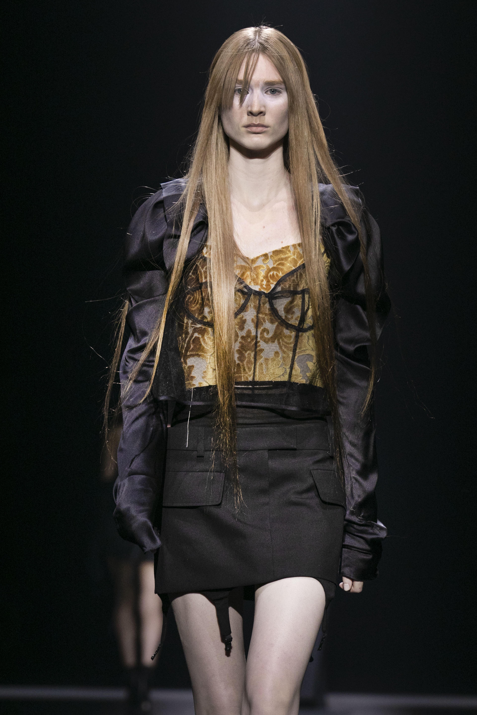 La minifalda también tuvo su espacio en esta colección. (AP)