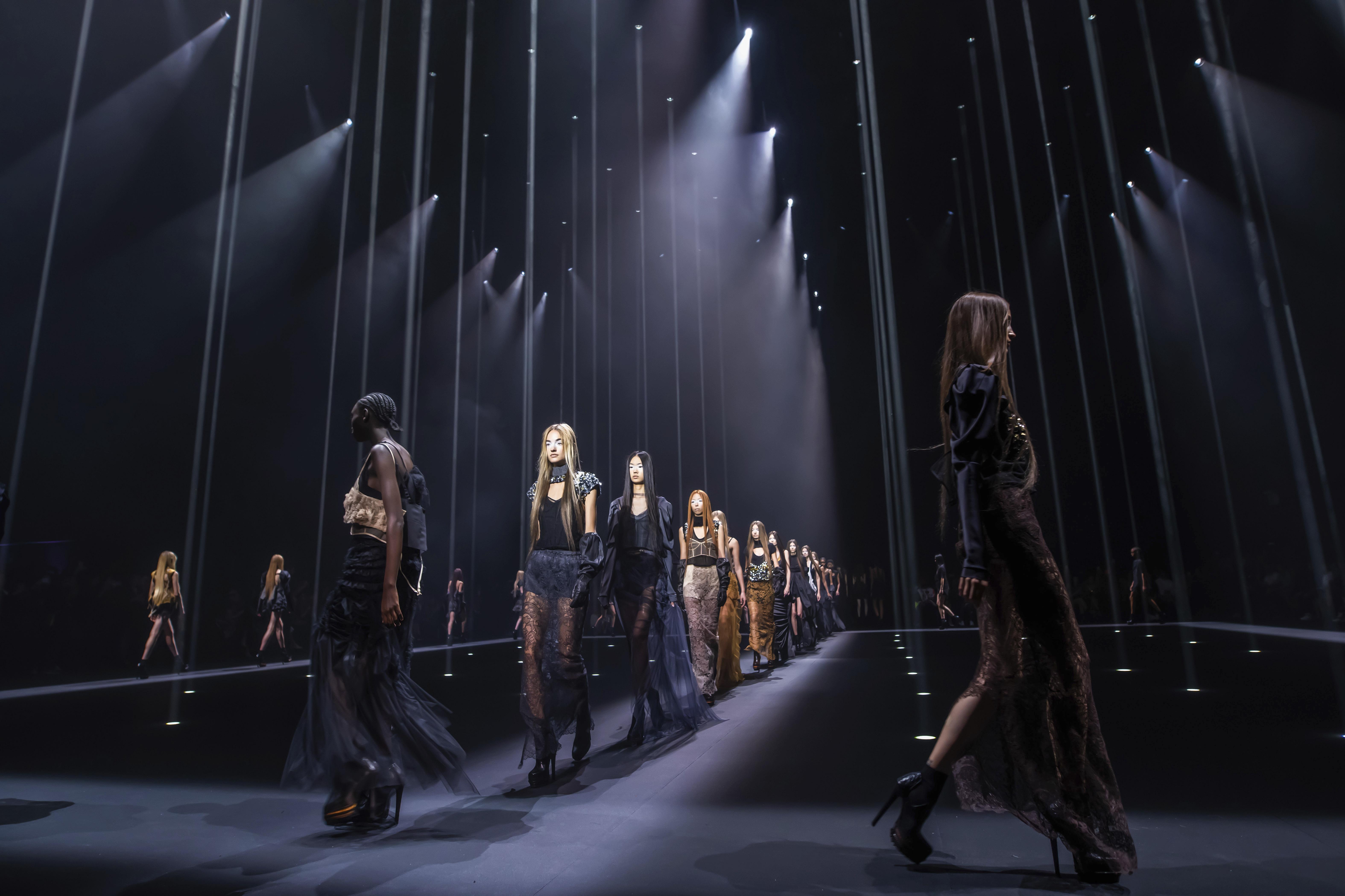 El desfile fue uno de los más esperados del quinto día de la Semana de la Moda de Nueva York. (AP)