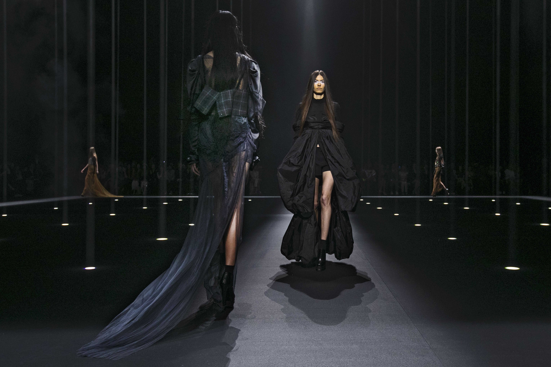 La colección cuenta con las tendencias propuestas por Vera Wang para primavera-verano 2020. (AP)