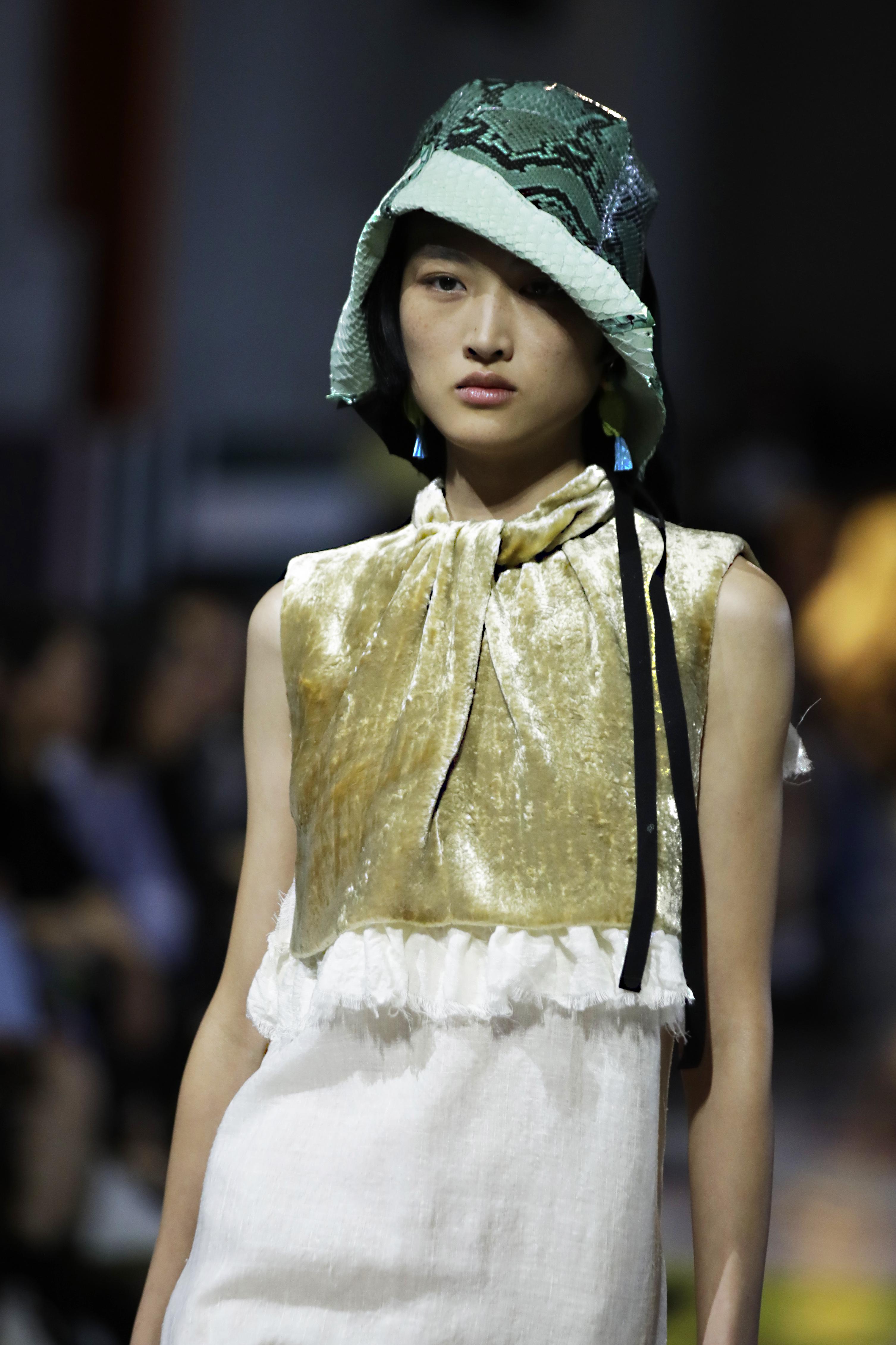 La colección contó con prendas y tejidos versátiles que sirven para muchas personalidades. (AP)
