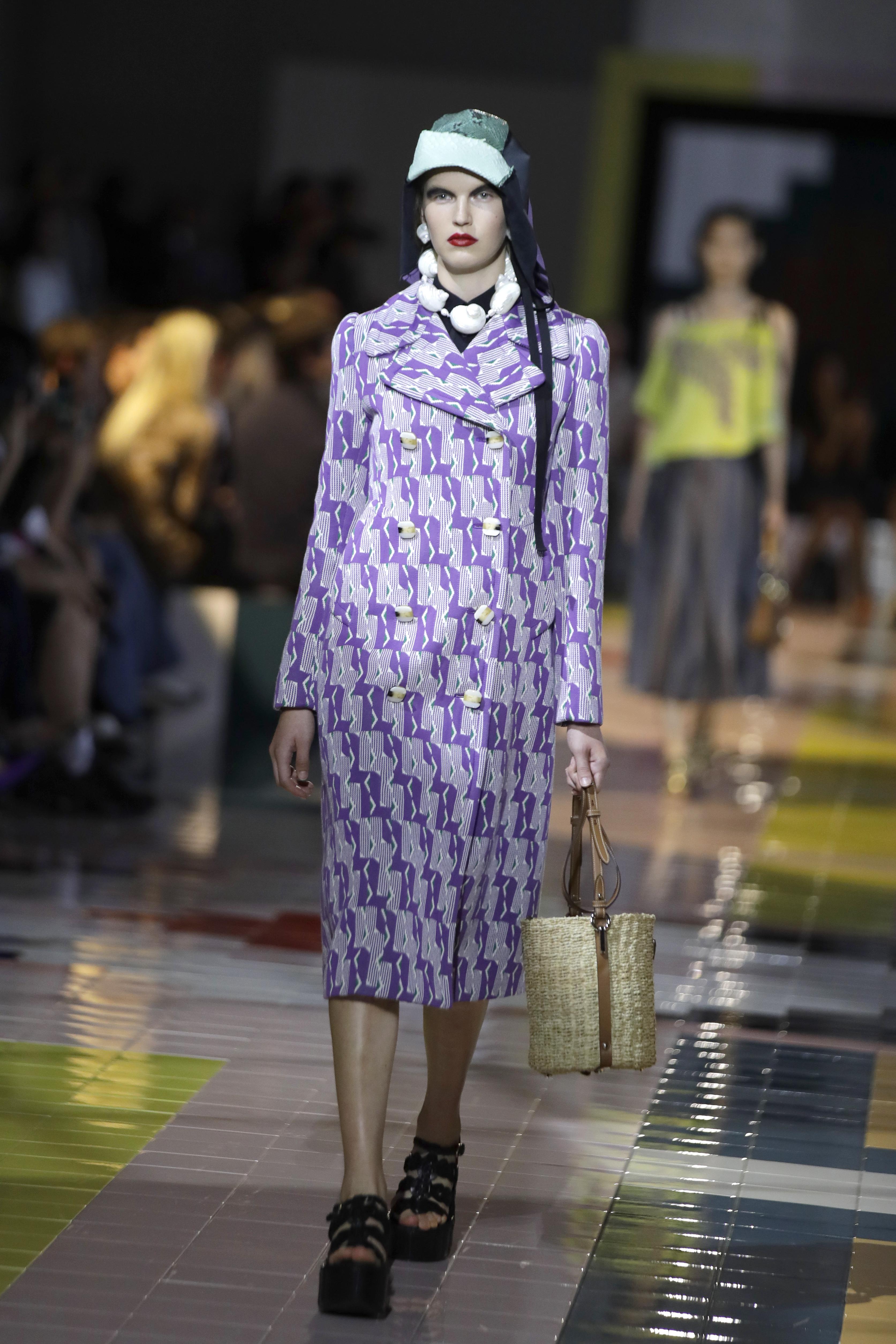Desfile de Prada en la Semana de la Moda de Milán. (AP)