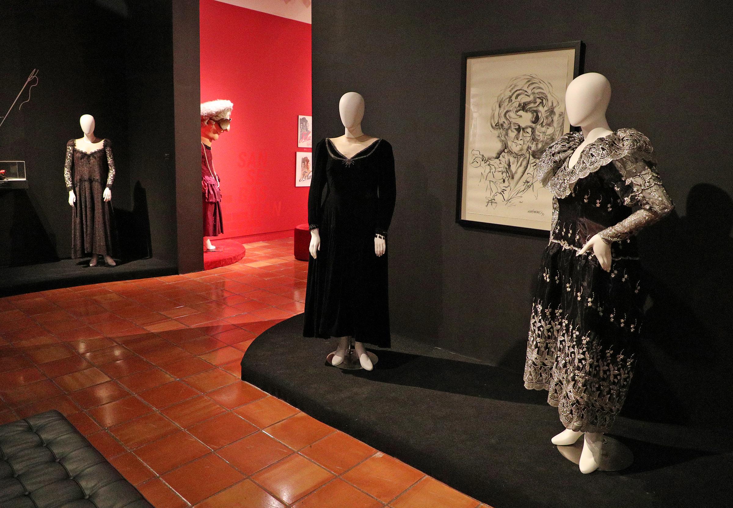 La exposición ocupa un área del museo que se divide tres salas identificadas mediante los colores negro, rojo y blanco de las paredes. (Foto: Juan Luis Martínez)