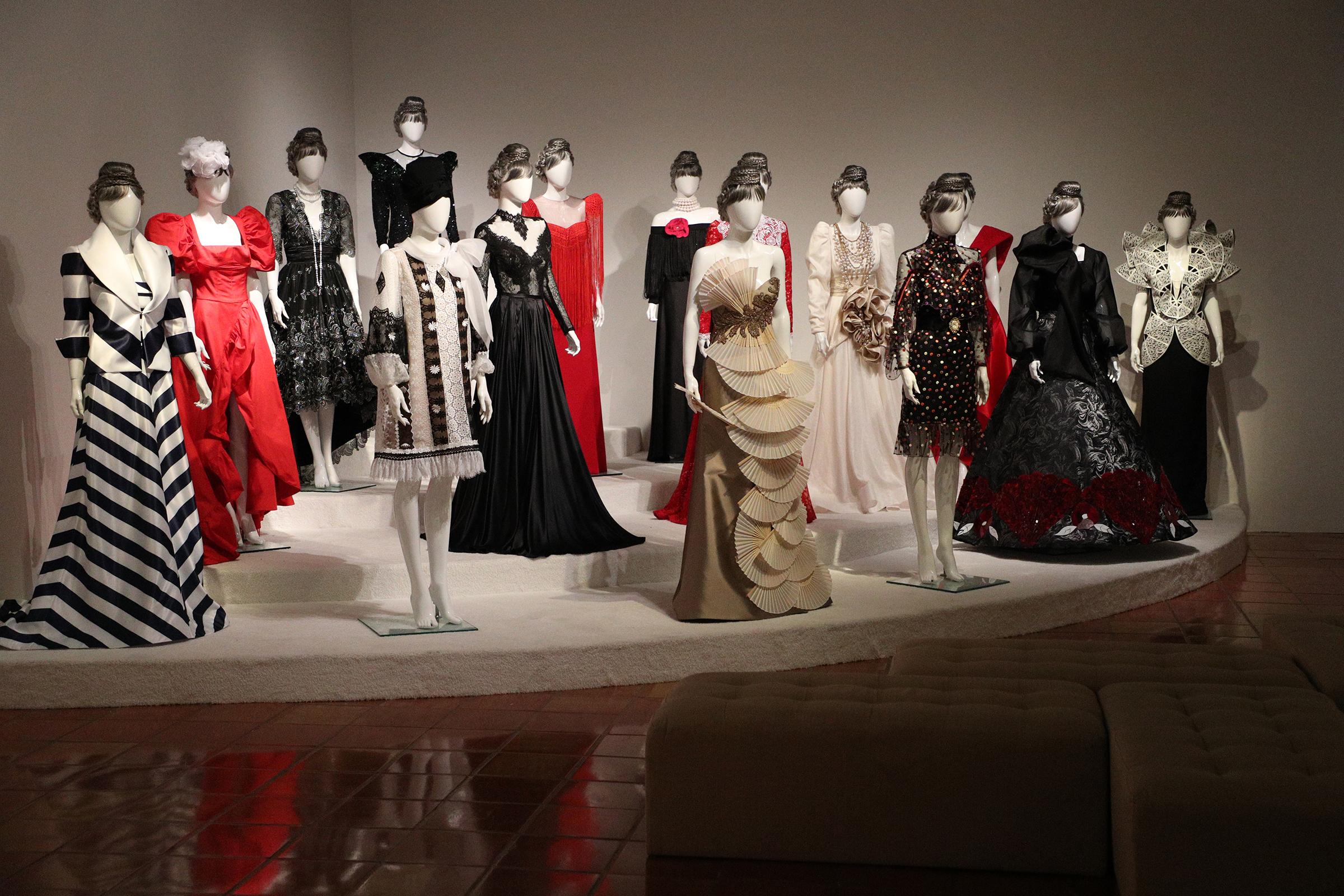 En la tercera sala se encuentra un homenaje realizado por 15 diseñadores locales quienes, inspirados en la imagen de doña Fela, confeccionaron una variedad de vestidos. (Foto: Juan Luis Martínez)