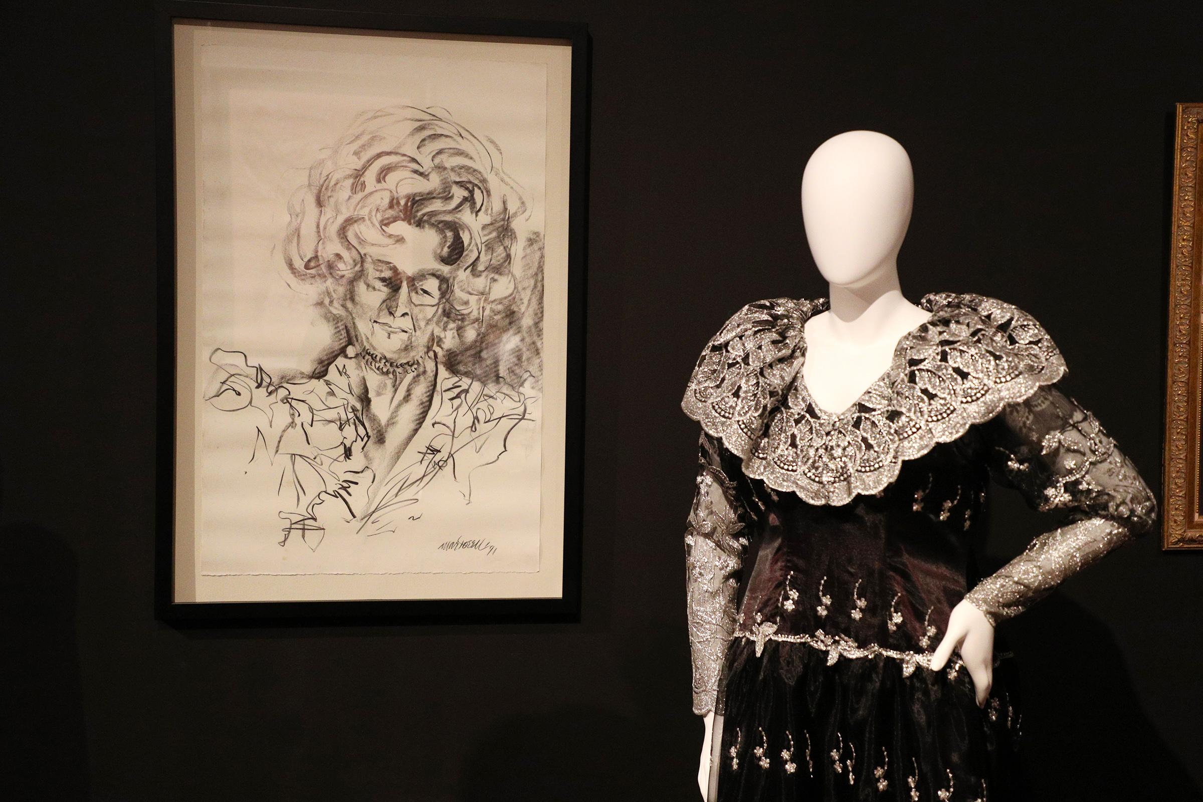Algunos de los vestidos originales de doña Fela fueron restaurados por los diseñadores Sonia Rivera y Joseph Da'Ponte. (Foto: Juan Luis Martínez)