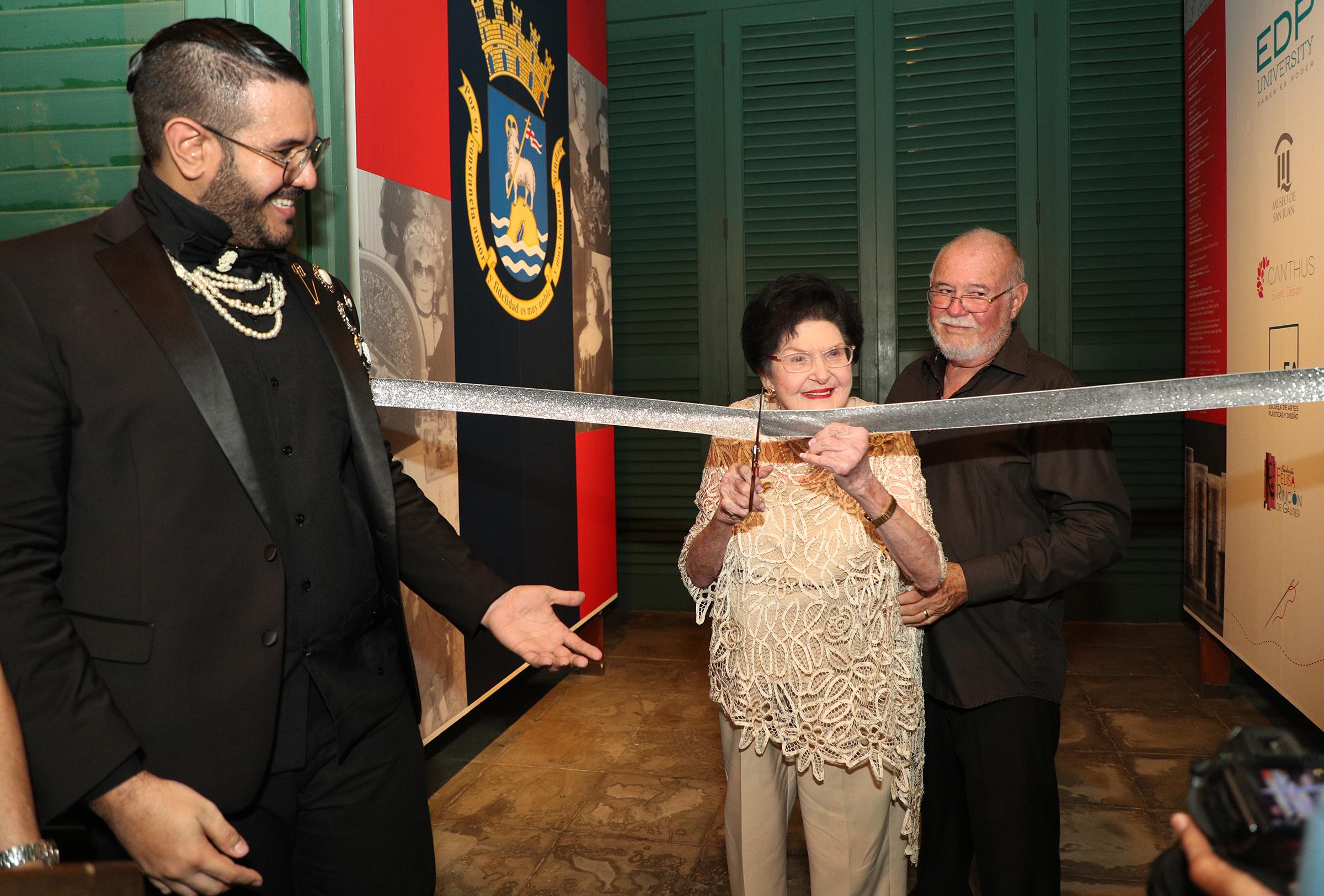 Hilda Jiménez, directora Ejecutiva de Casa-Museo Felisa Rincón de Gautier, tuvo a su cargo el corte de cinta de la exhibición. (Foto: Juan Luis Martínez)