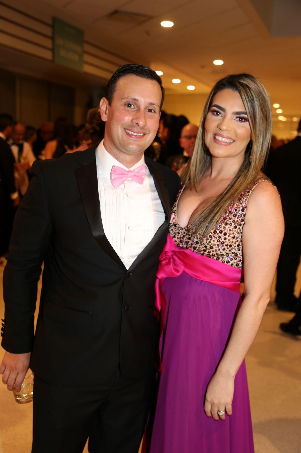 Dennis Gutierrez y  Julianna Rosales (Nichole Saldarriaga)