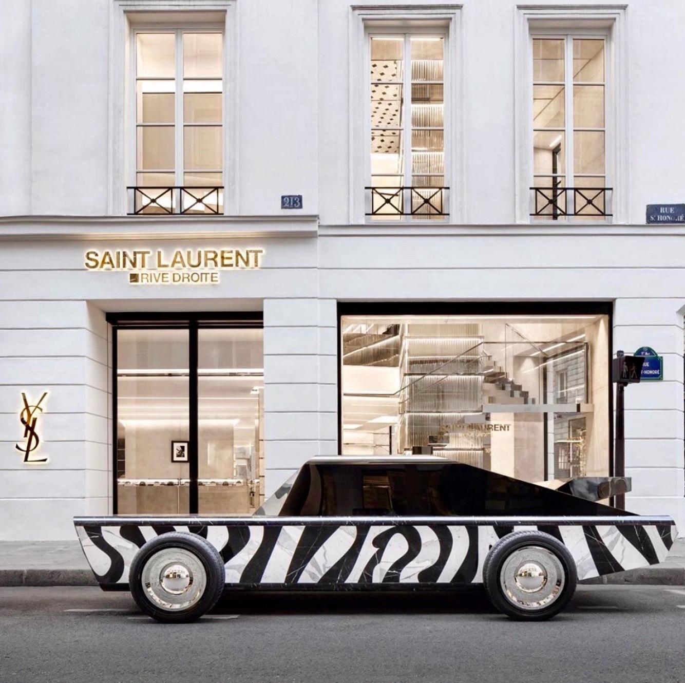 """Saint Laurent Rive Droite, en el mismo local donde estaba Colette, es el nuevo """"concept store"""" ideado por Anthony Vaccarello como un """"destino creativo y cultural"""" en París. Todo al estilo Saint Laurent. 213 Rue Saint Honoré, París. (Suministrada)"""