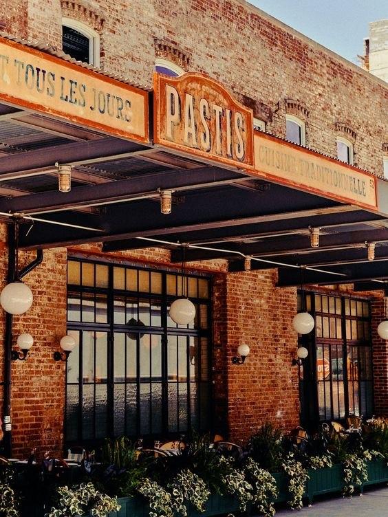 """Reabrió Pastis. La célebre """"Brasserie"""" de Keith McNally, famosa por ser lugar preferido de la """"crème de la crème"""" internacional, volvió al Meat Packing District. 52 Gansevoort St., Nueva York. (Suministrada)"""