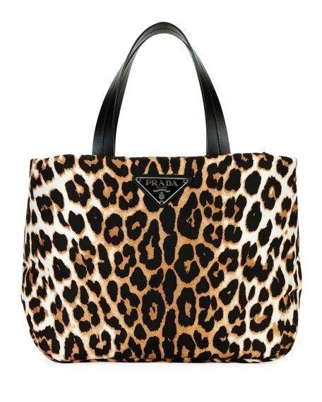 Estampado de leopardo al estilo Prada… un clásico ya considerado color neutral que no pasa de moda, va con todo y es siempre súper chic. (Suministrada)