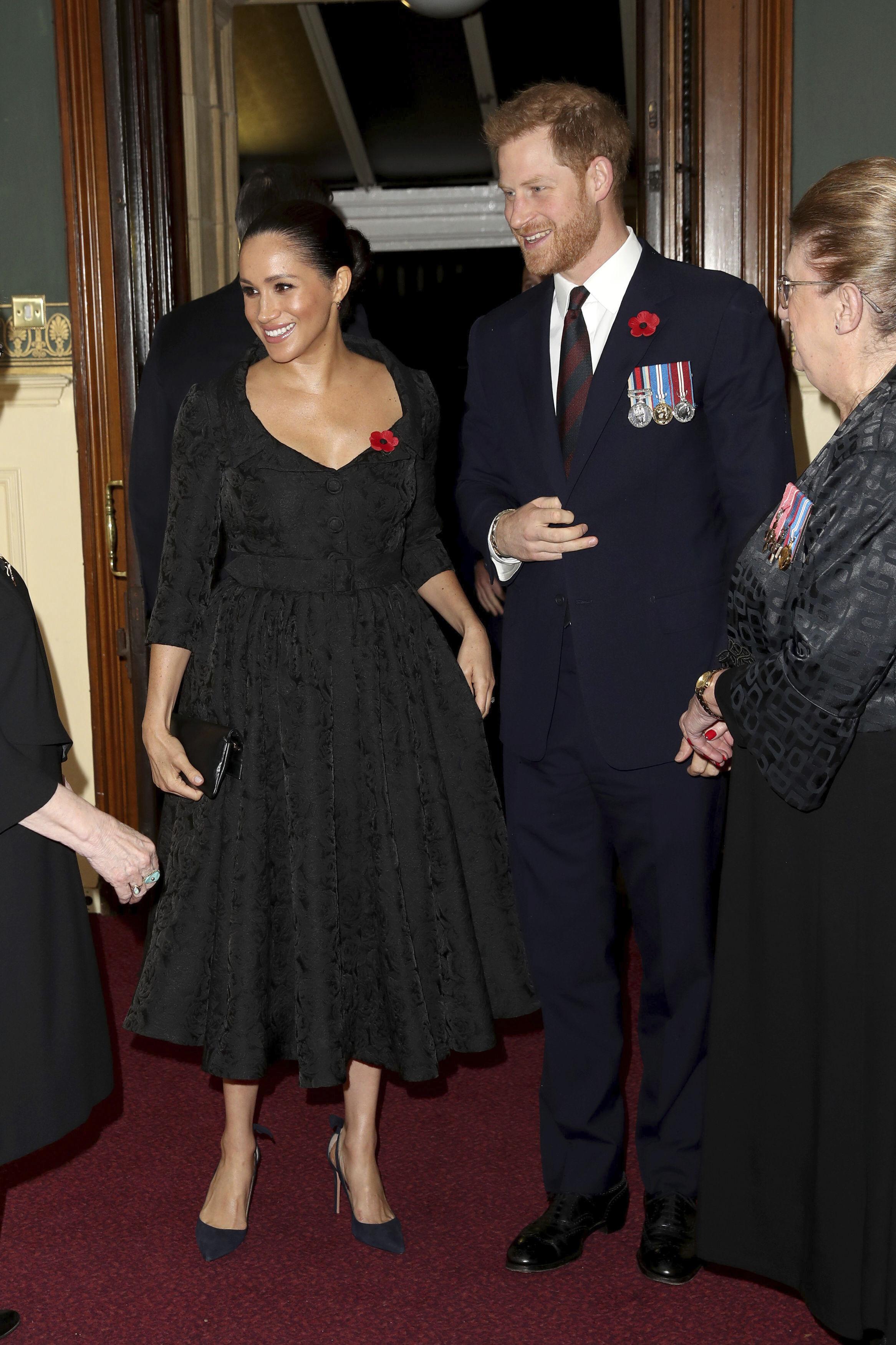 A finales de enero de 2019 la prensa británica exhortó a los usuarios de redes sociales a bajar el tono de críticas inapropiadas hacia Meghan, la duquesa de Sussex, y Kate, la duquesa de Cambridge. Más adelante, figuras como el actor George Clooney pidieron un alto a los constantes comentarios negativos hacia la duquesa de Sussex. (Archivo)