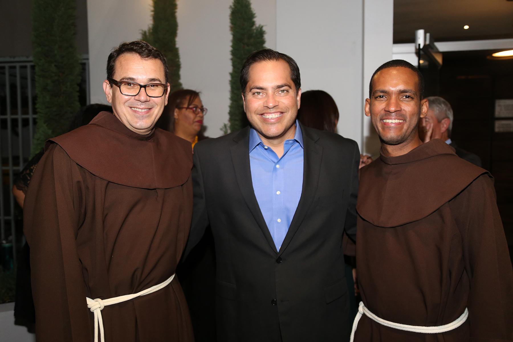 Fray Eddie Caro, José Falcón y Fray Fandry Sossa. (Foto: Nichole Saldarriaga)