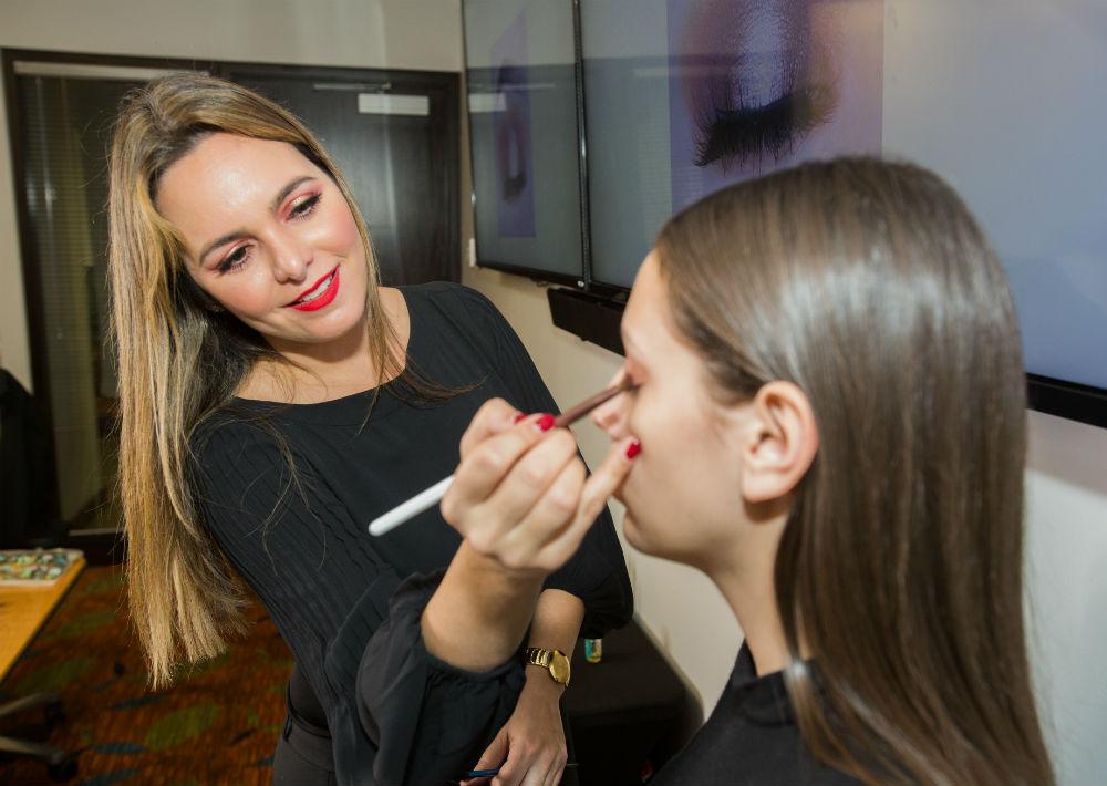 La clase fue impartida por la reconocida maquillista Ingrid Rivera. (Suministradas)