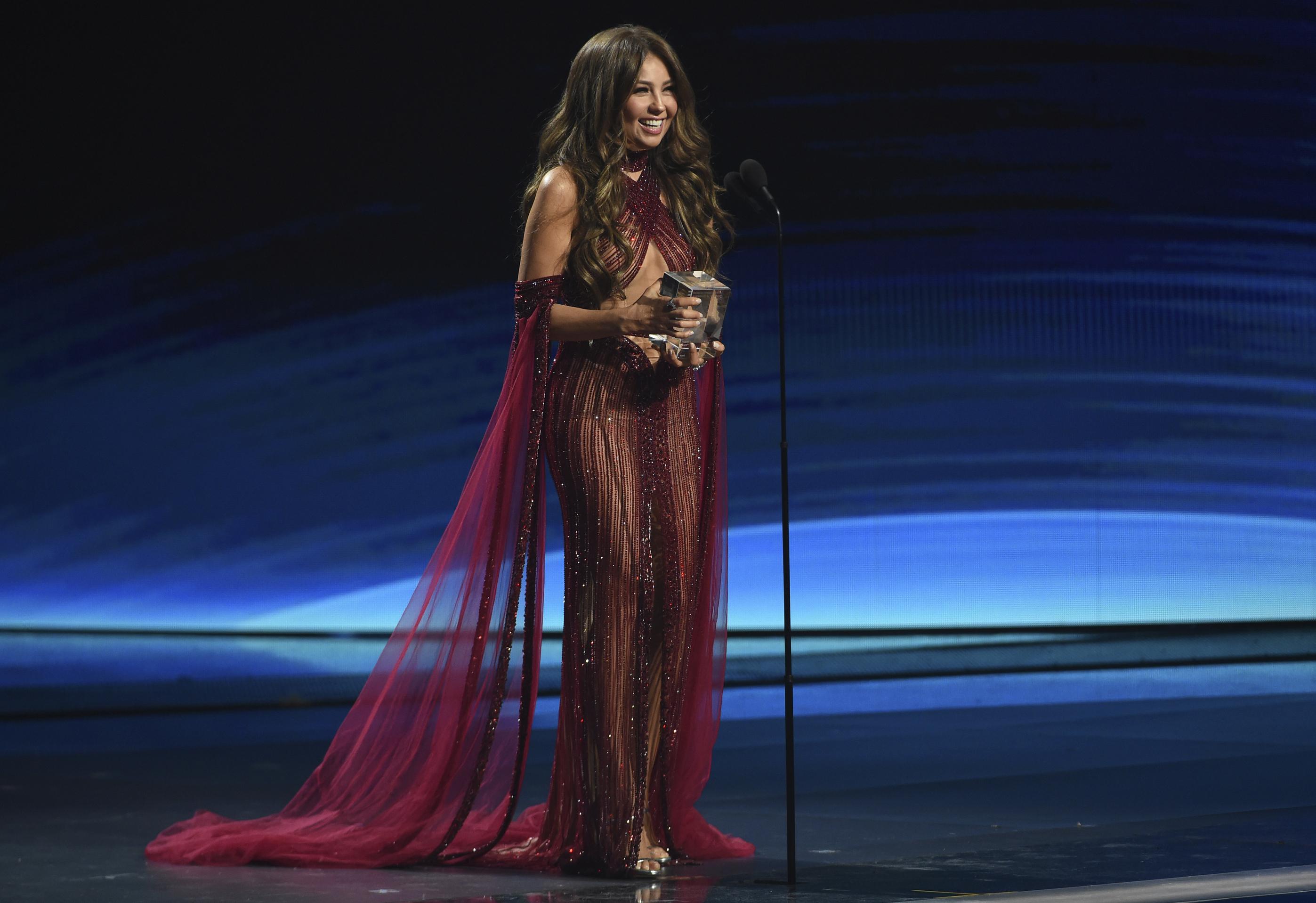 Thalía, quien este año cumplió sus 48, se dio a conocer con la agrupación pop mexicana Timbiriche cuando era una adolescente, luego protagonizó telenovelas, se convirtió en madre, se convirtió en estrella de la radio latina en Estados Unidos y dio el salto a la música urbana. (AP)