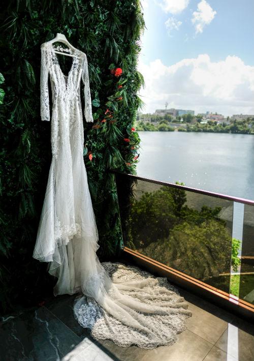 La presentadora seleccionó un vestido de la prestigiosa línea Pronovias, disponible en D'Royal Bride. (Emilio León Photography)