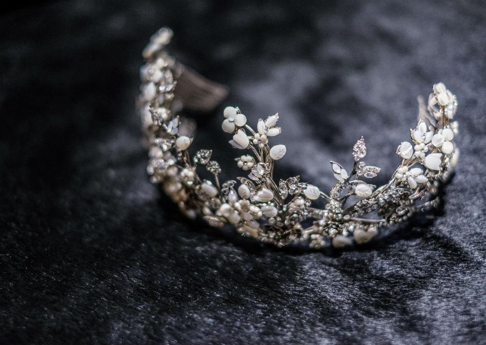 El tocado fue una creación de María Elena Headpieces. (Emilio León Photography)