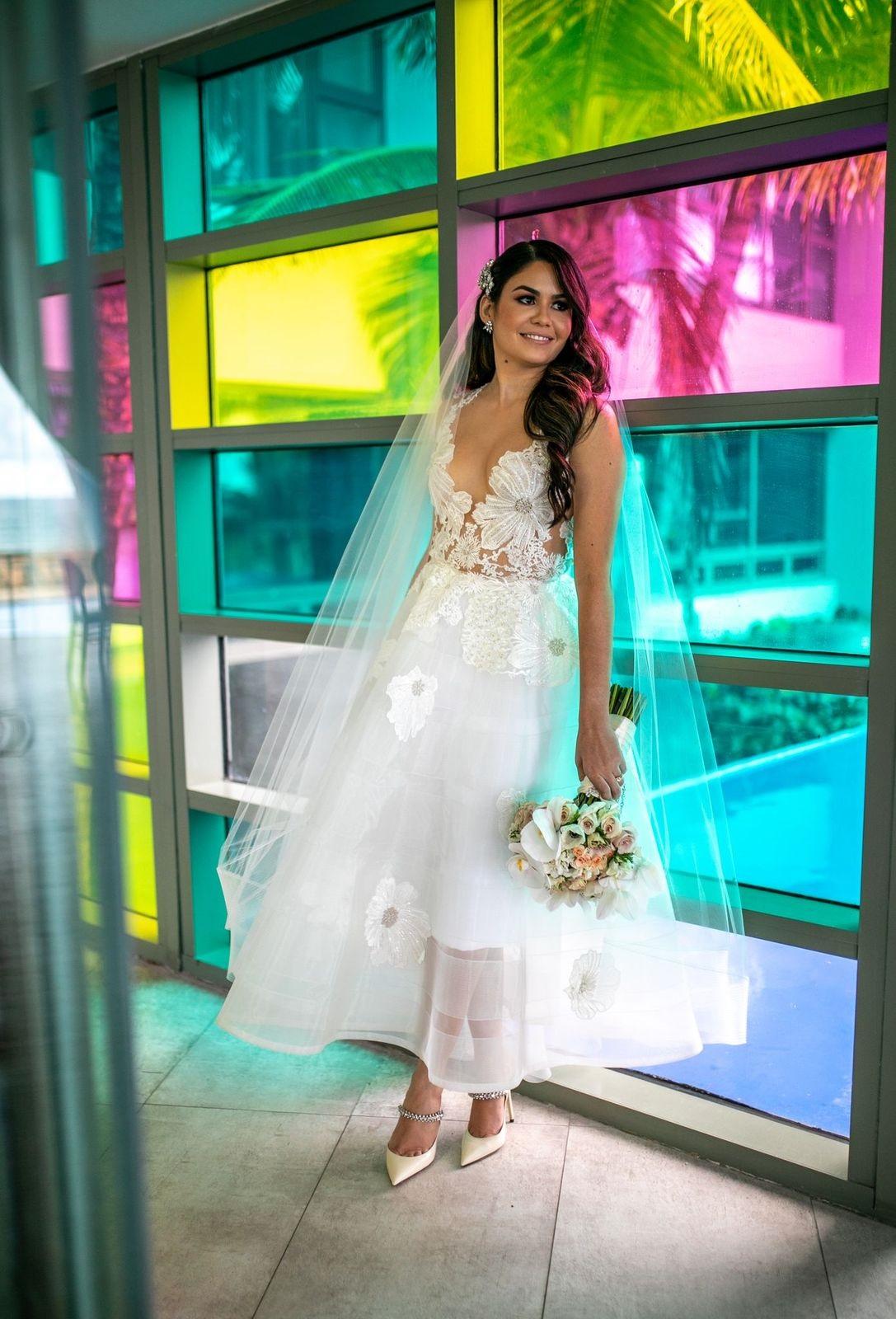 Vestido de la novia: Jean Cintrón. Accesorios: Eva Guadalupe. (Foto: Wilo Rosado)
