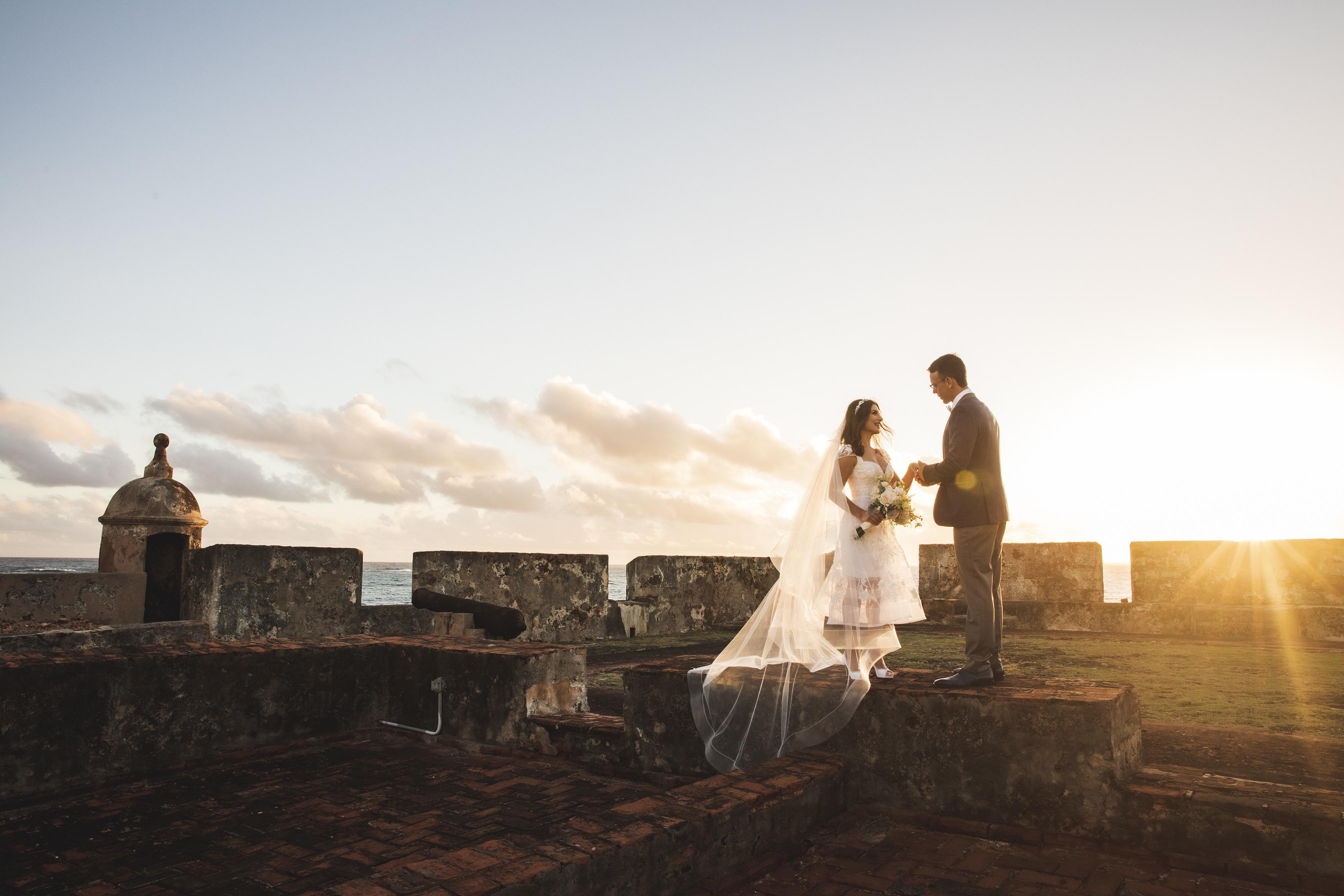 Fotos al amanecer en el Fortín San Jerónimo, Instituto de Cultura Puertorriqueña. (Foto: Wedding Mafia)