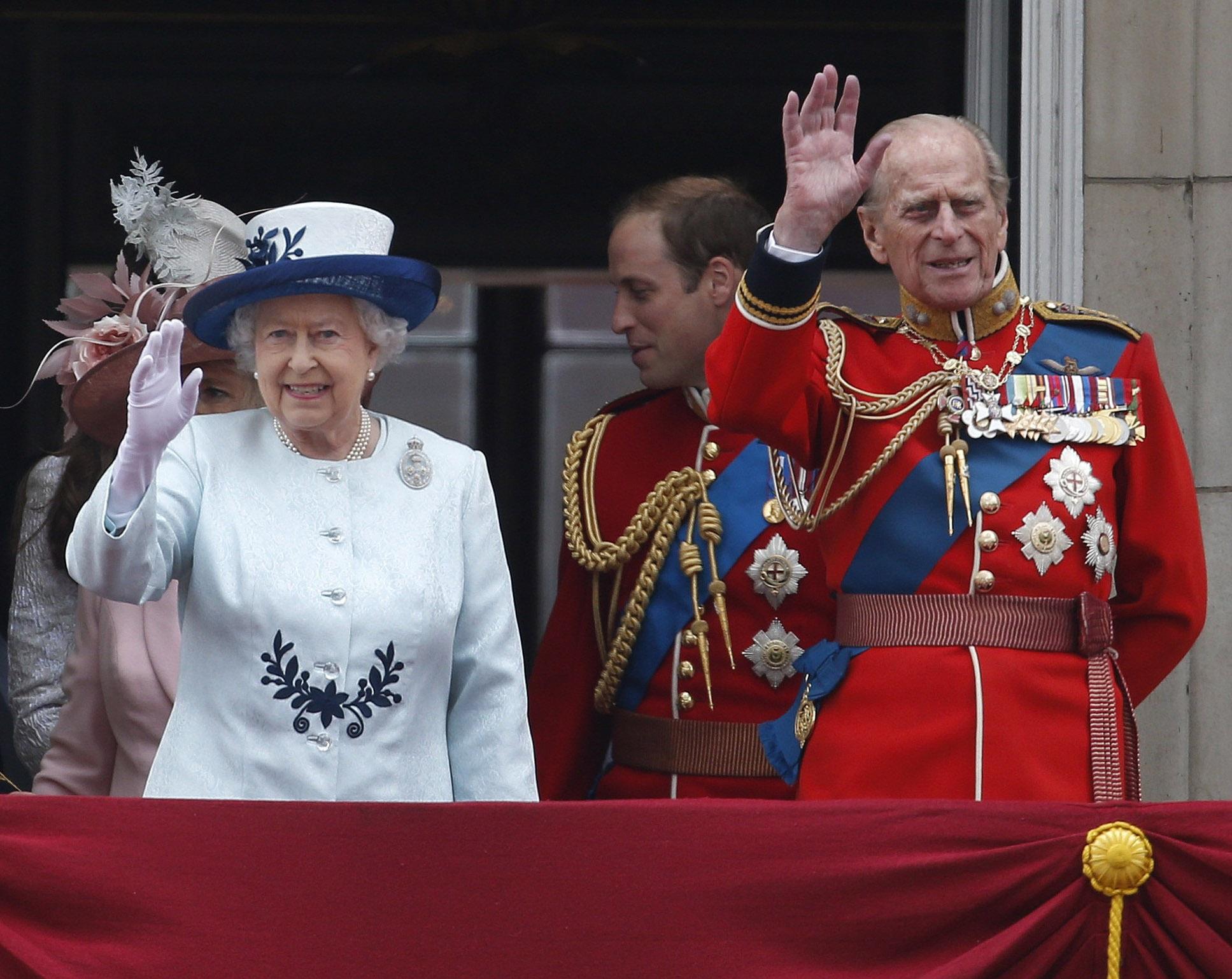 En el 2017, la reina se convirtió en la primera monarca en la historia de su país en celebrar sus bodas de titanio, luego de 70 años de matrimonio. (AP)
