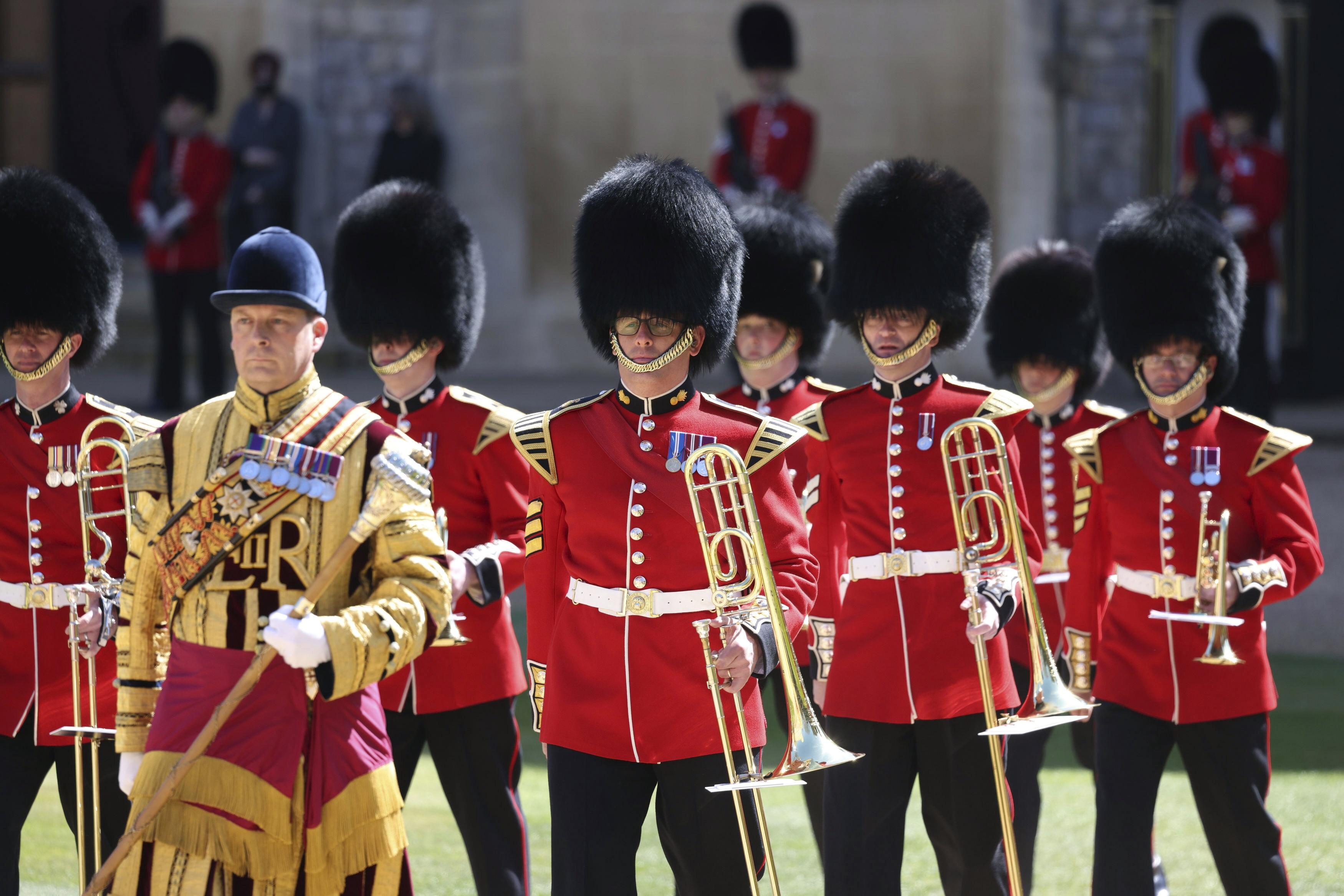 Desde tempranas horas de la mañana los diversos regimientos del ejército británico comenzaron el homenaje al dique de Edimburgo. (AP)