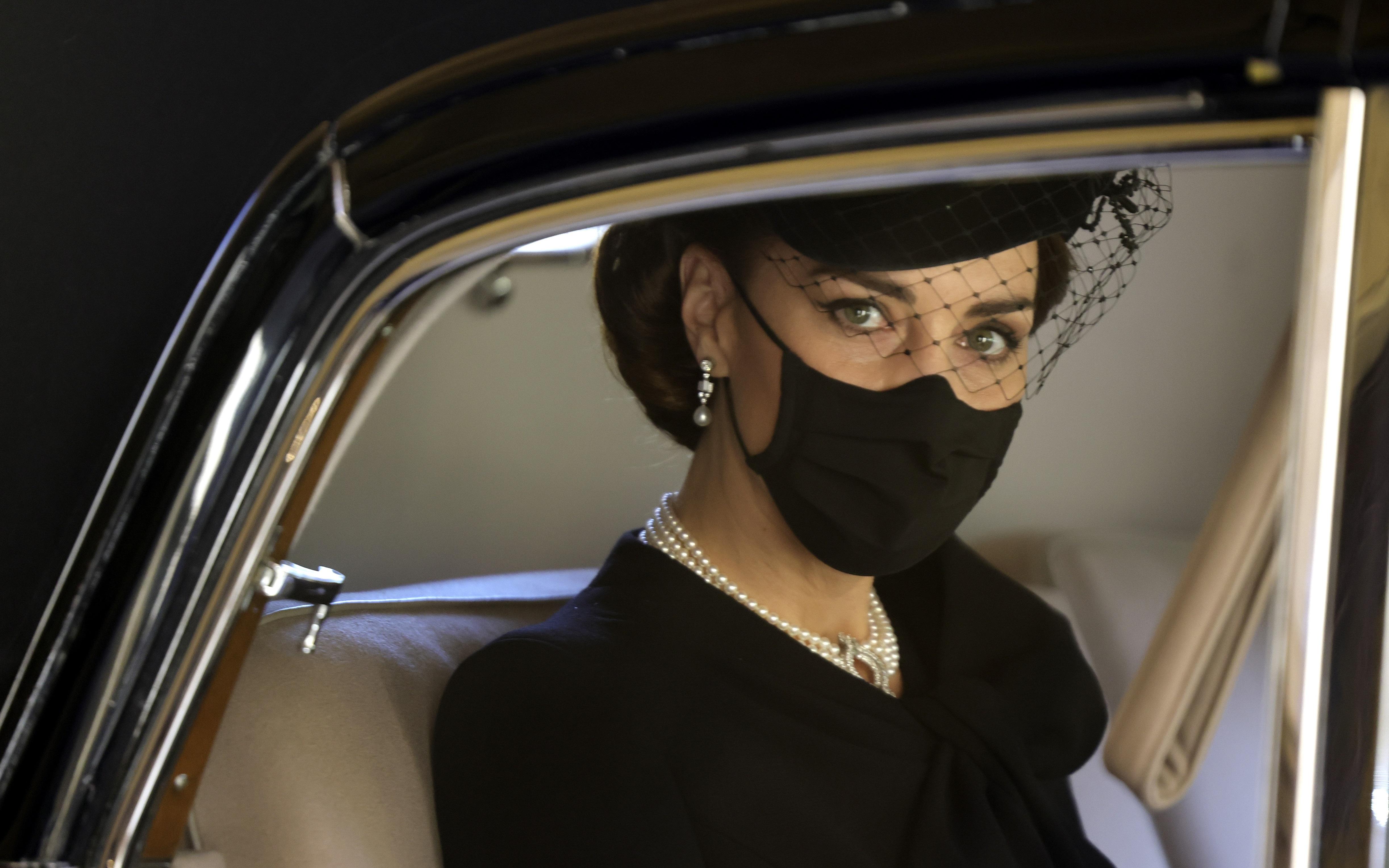 La duquesa de Cambridge a su llegada al funeral. (AP)