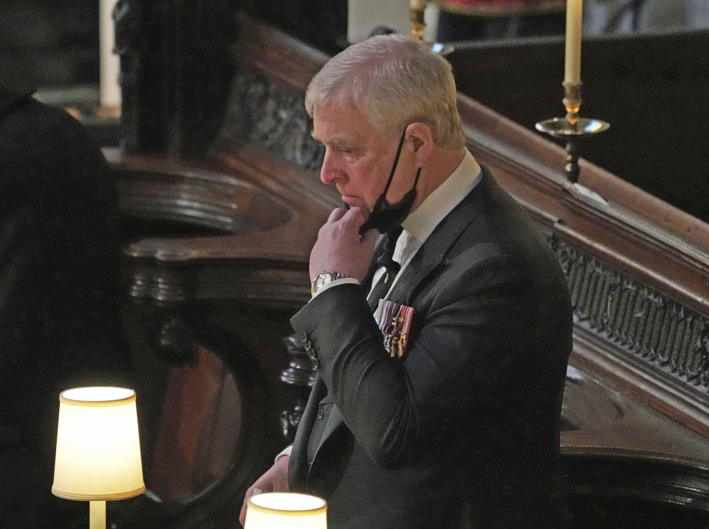 El príncipe Andrew durante la ceremonia. (AP)