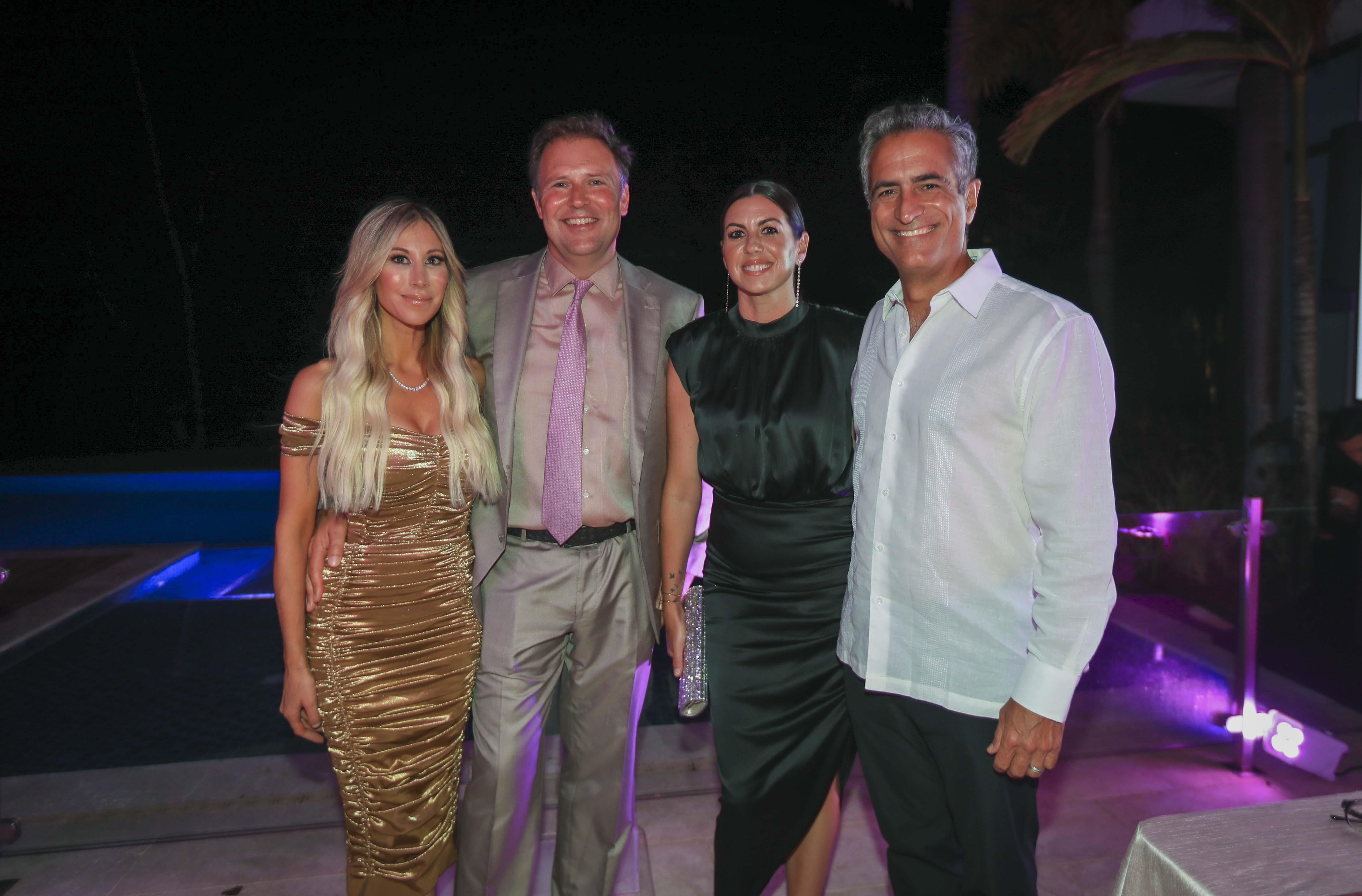 Lauren y Ashton Soniat junto a Luis Aberto Ferré y su esposa Sarah Bird. (Wanda Liz Vega)
