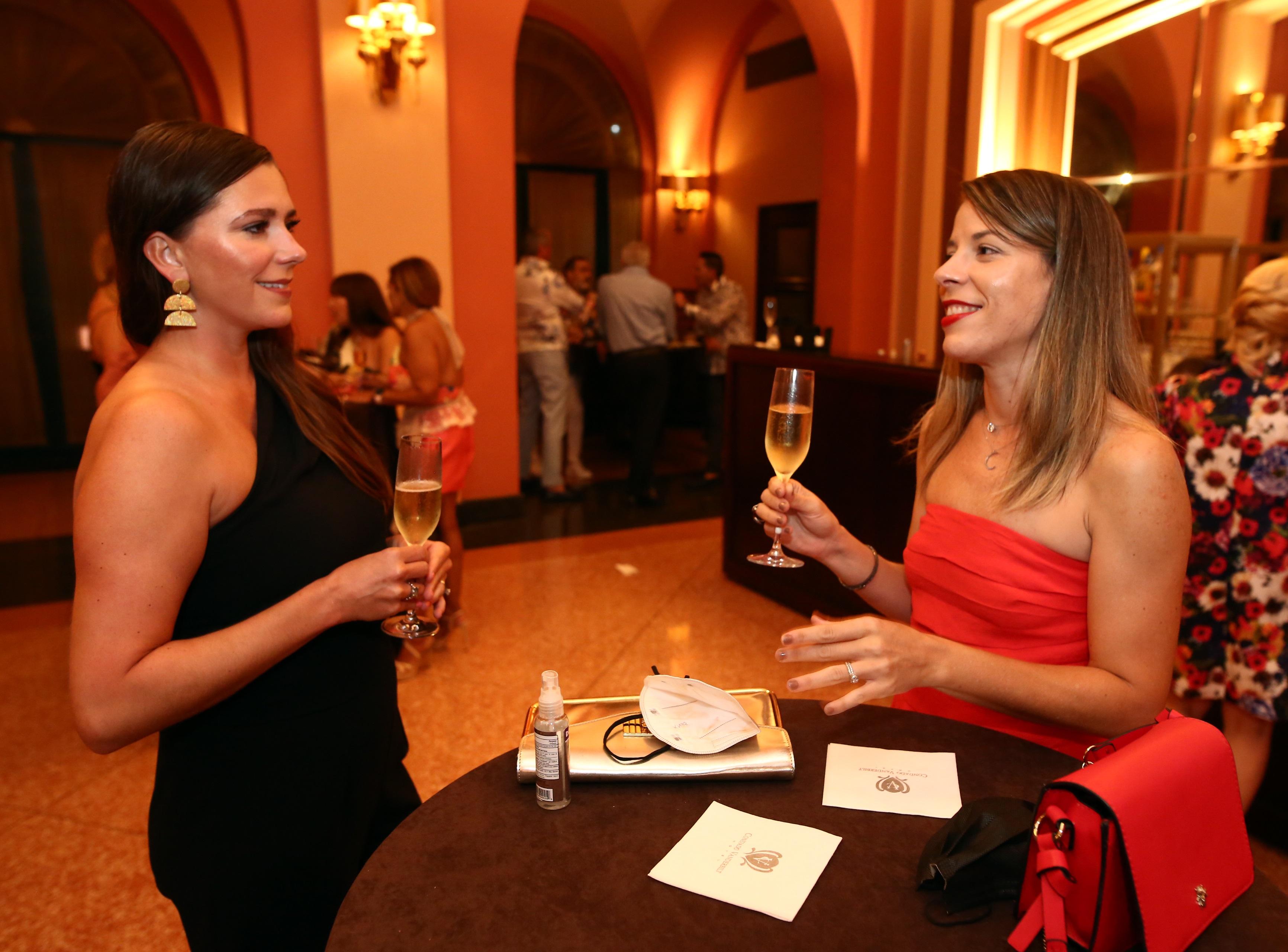 Alicia Kunish y Aynara Roig (Foto: José Rafael Pérez Centeno)