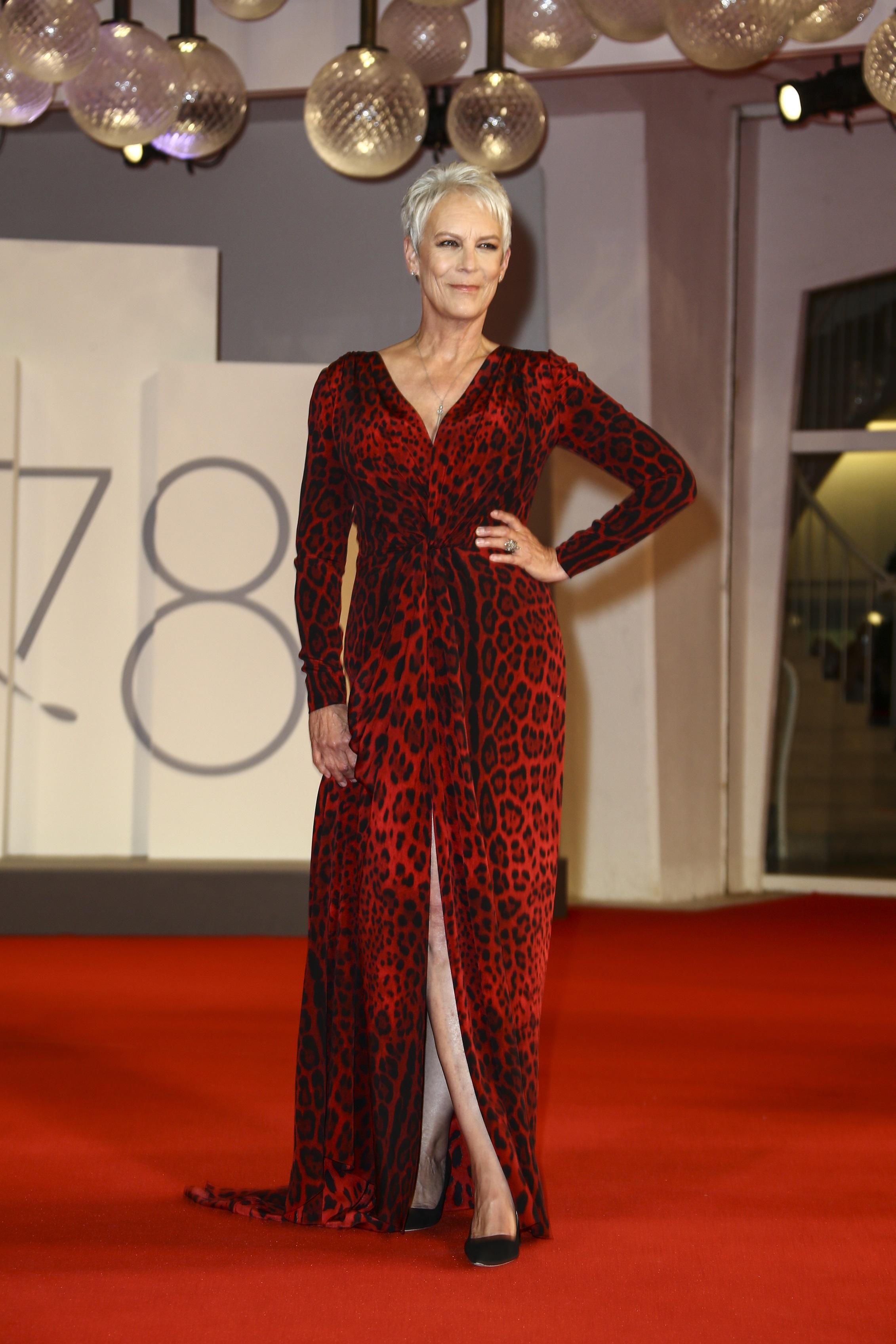 Jamie Lee Curtis seleccionó una pieza de Dolce & Gabbana. (AP)