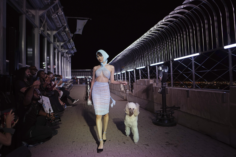"""""""Nueva York en sí misma es un momento de moda. Es una película de moda, desde el nivel más alto hasta el más bajo"""", expresa el diseñador neoyorquino. (AP)"""