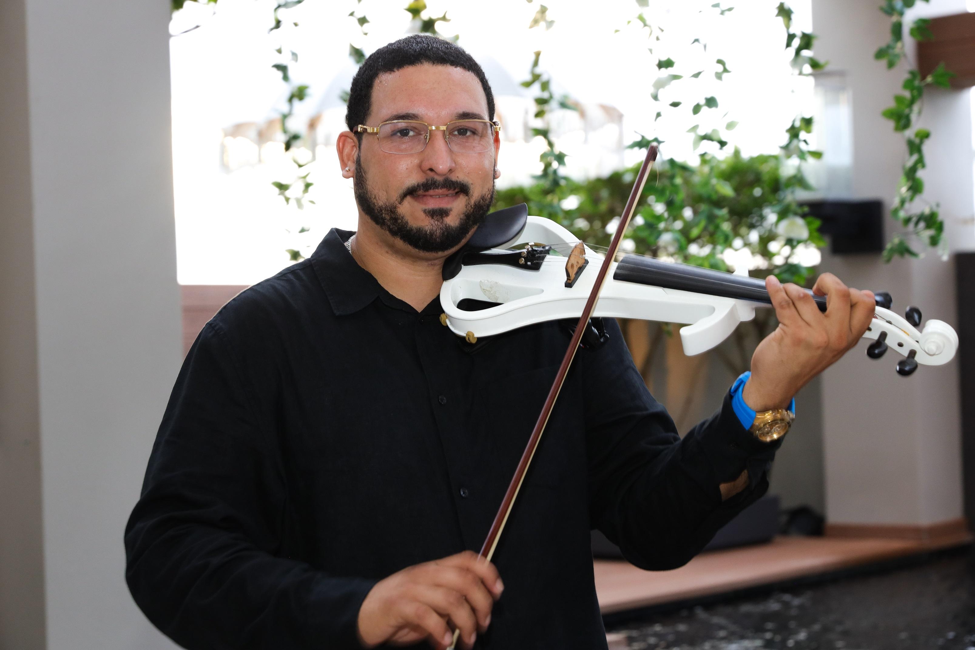 El violinista Benjamín Delgado deleitó a los presentes. (Suministrada/Karina Margary)