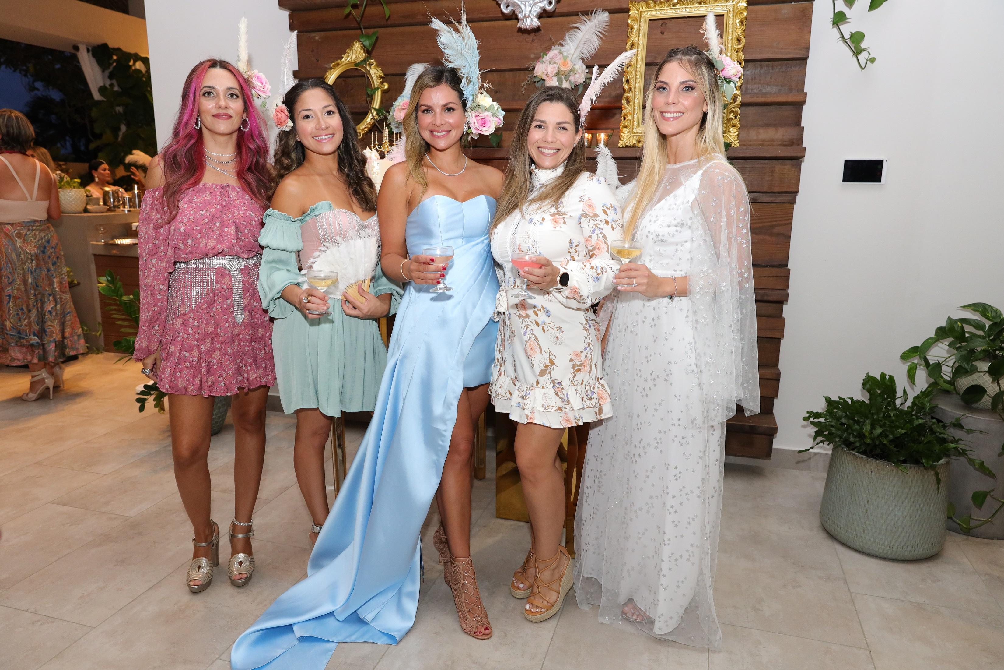 Gloria Joy, Vanessa Corchado, Mónica Ponce, Sharon Ponce y Mónica Paraliticci (Suministrada/Karina Margary)