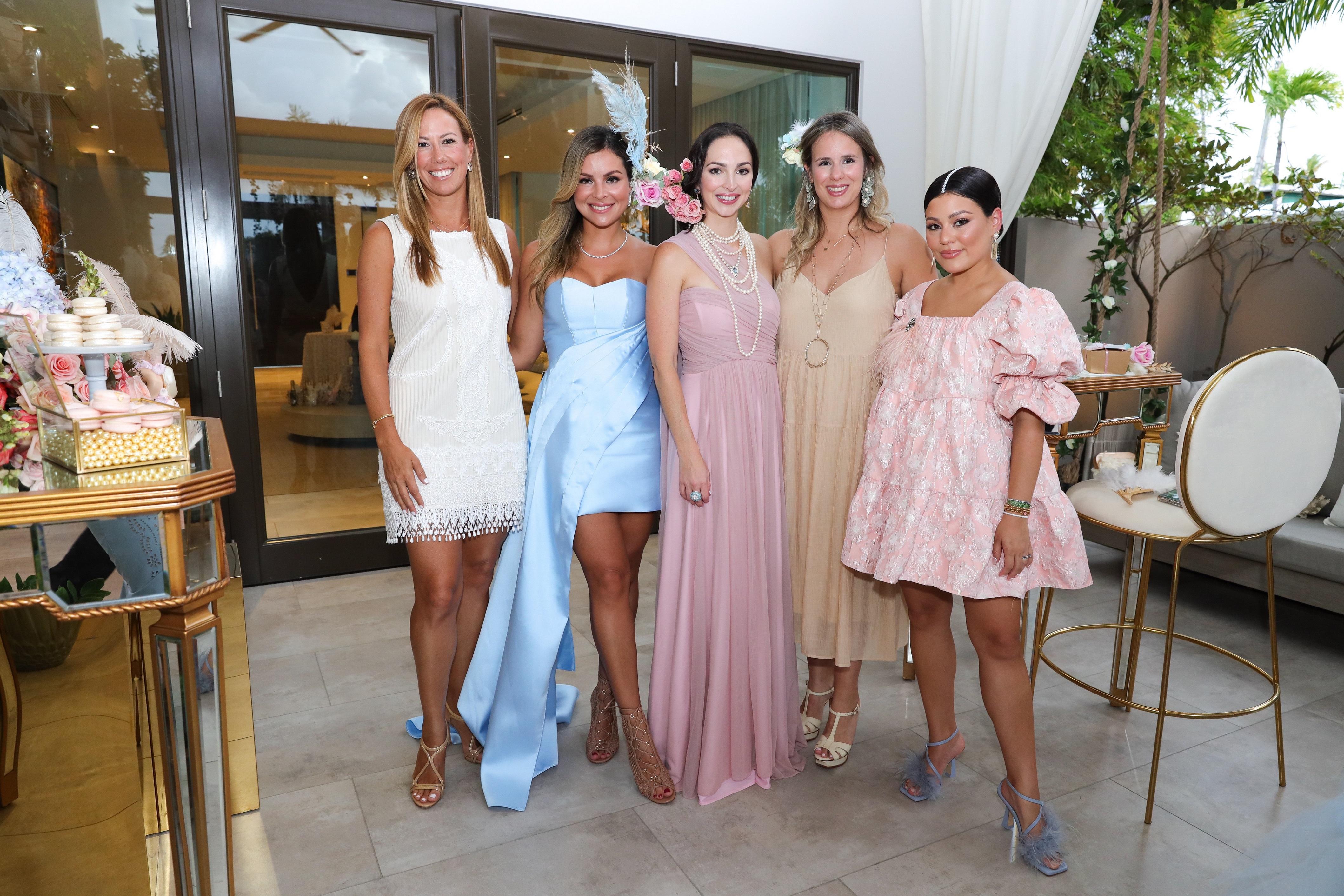 Carola García, Mónica Ponce, Claudia Ferrer, Alexandra Martin y Carolina Bermúdez. (Suministrada/Karina Margary)