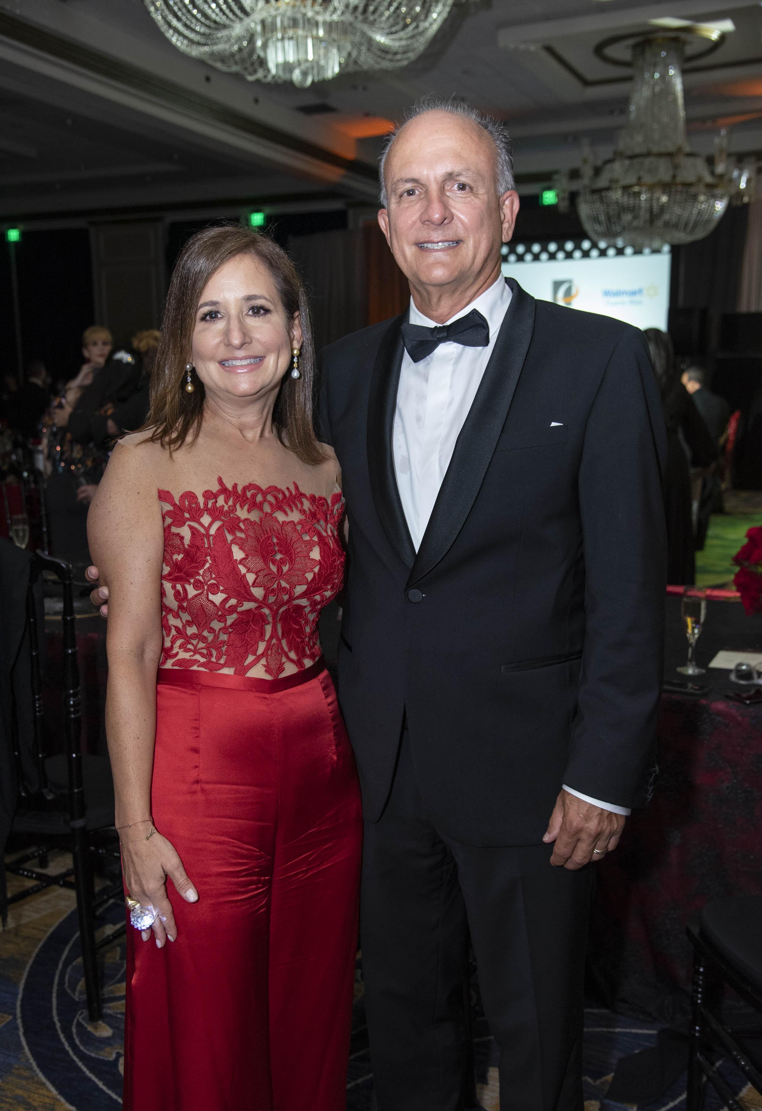 Aidilisa Levis y su esposo José Buenaga, presidente de la junta de directores de SACC PR. (Suministrada)