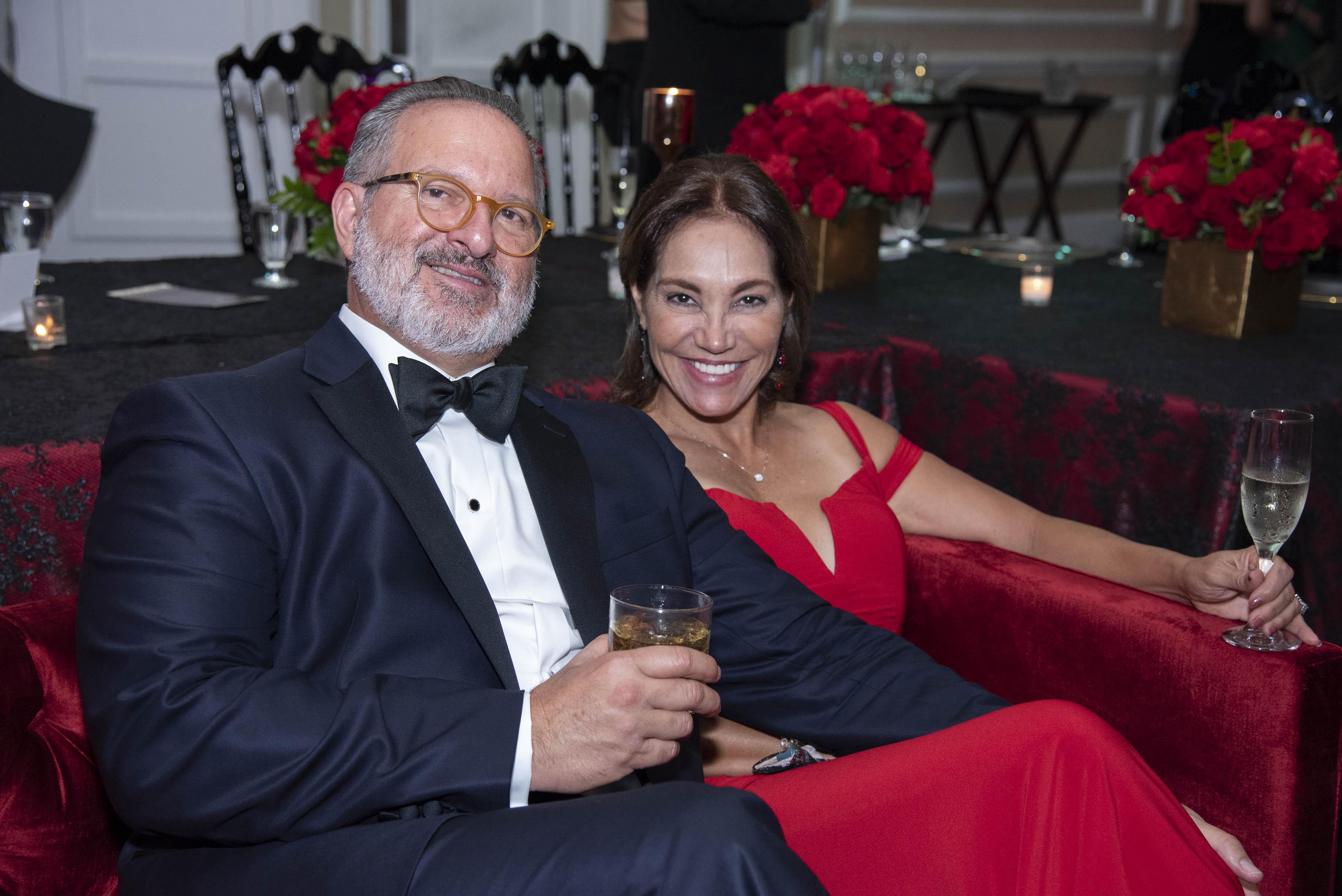 Rodrigo Masses, presidente entrante de la Grand Gala, junto a su esposa Elizabeth Plaza. (Suministrada)