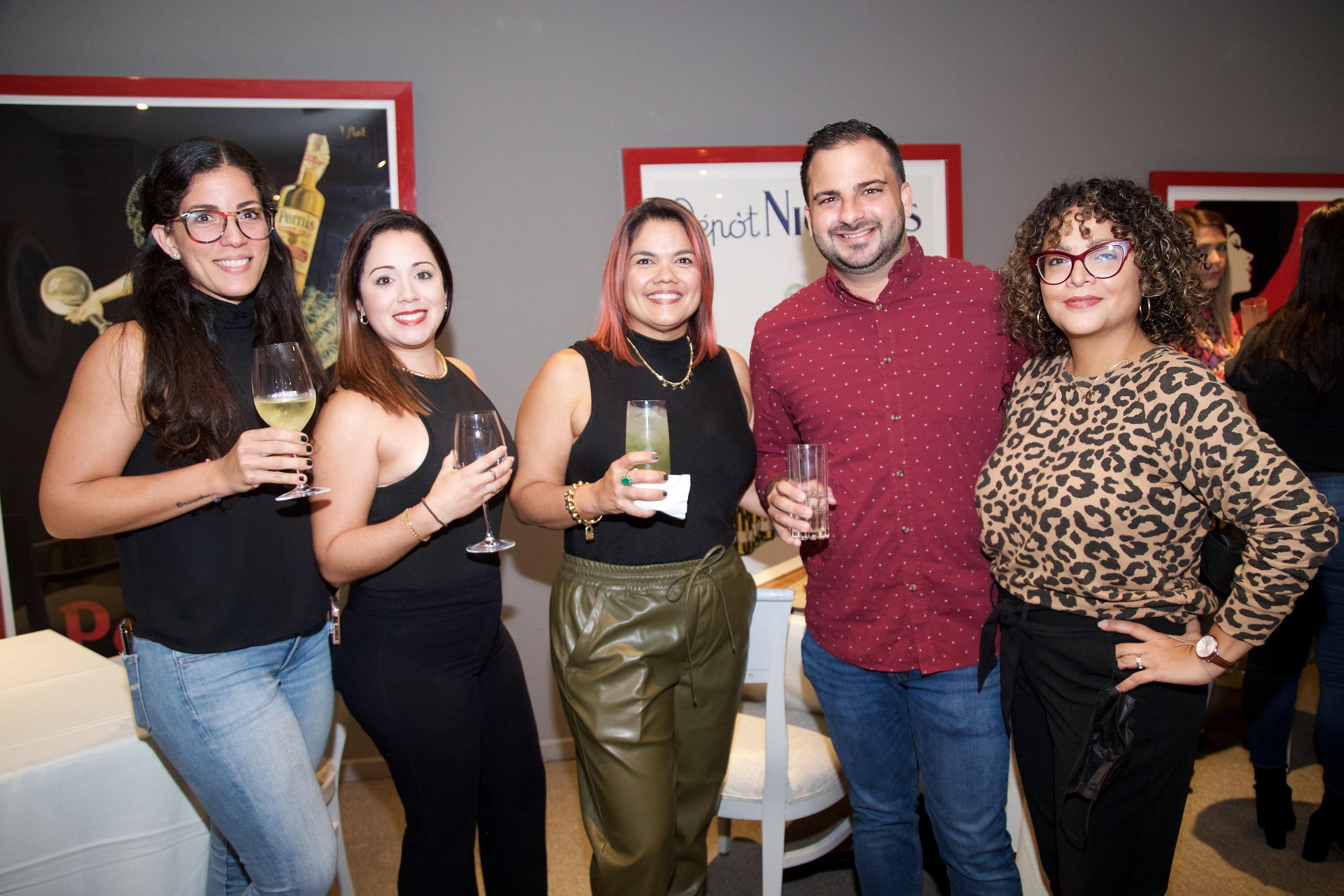 Amanda Agrait, Soé Santiago, Zulma Pérez, Edwin Rodríguez y Mónica Salgado (Nichole Saldarriaga)