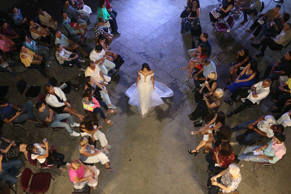 Desfile de moda de los graduandos de diseño de la Escuela de Artes Plásticas. (Foto: José Rafael Pérez Centeno)