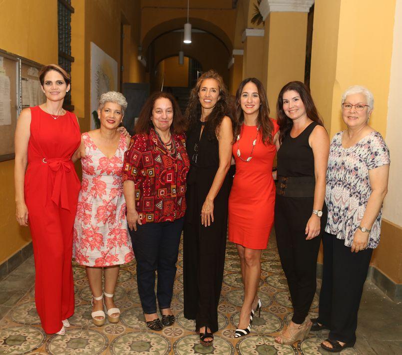 Tommie Hernández, Vilma Martínez, Laura Fernández, Ana Colorado, Ileana Muñoz, Valerie Fenosik y Sonia Acosta.  (Foto: José Rafael Pérez Centeno)