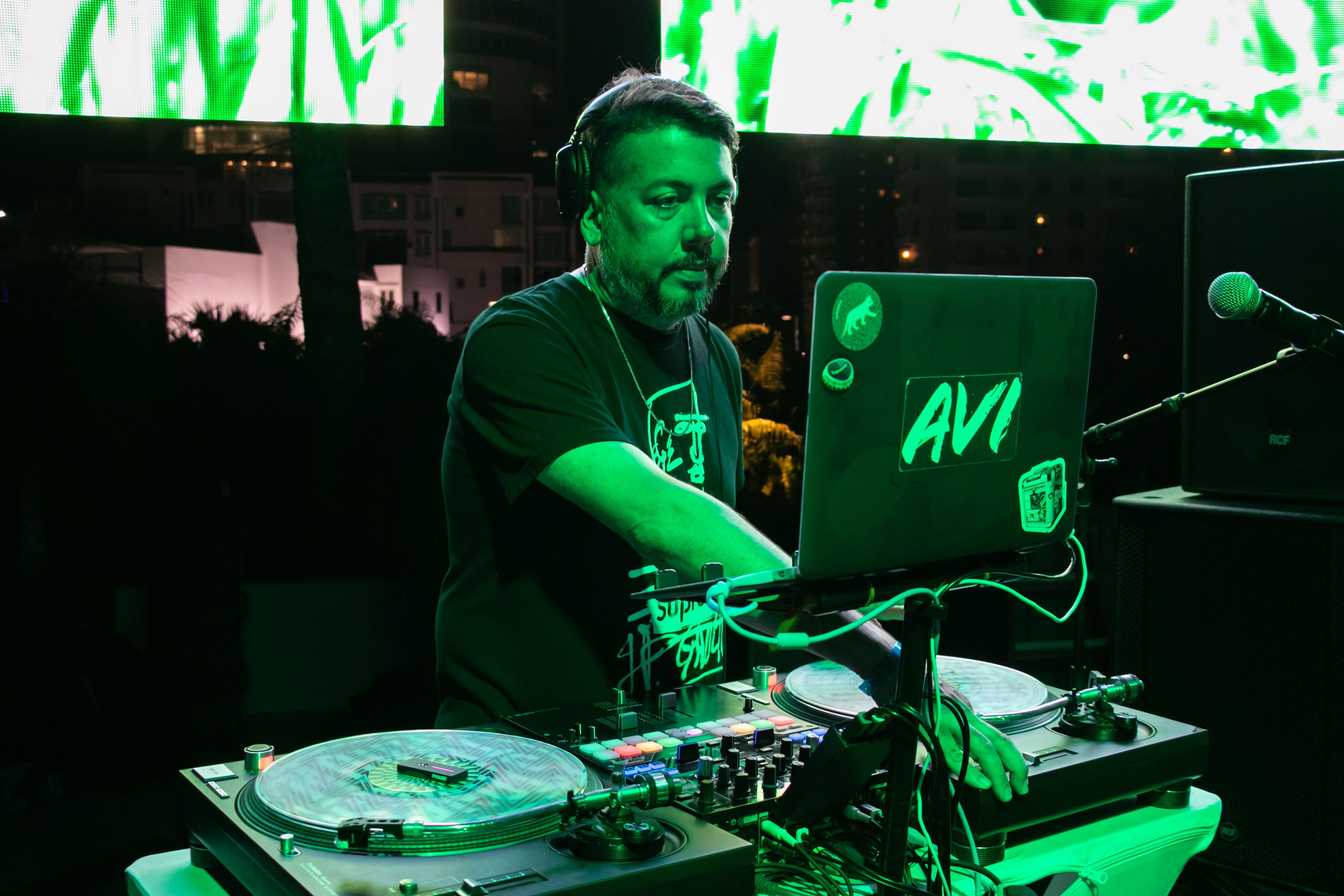 DJ Avi puso a bailar a los asistentes y personajes interactivos alusivos a la naturaleza hasta pasada la medianoche. (Suministrada)