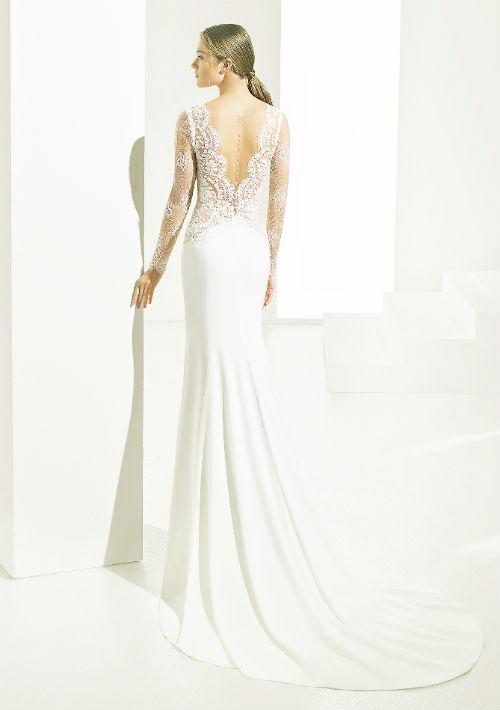 Vestido disponible en D' Royal Bride. Presupuesto: $3,000+ (Suministrada)